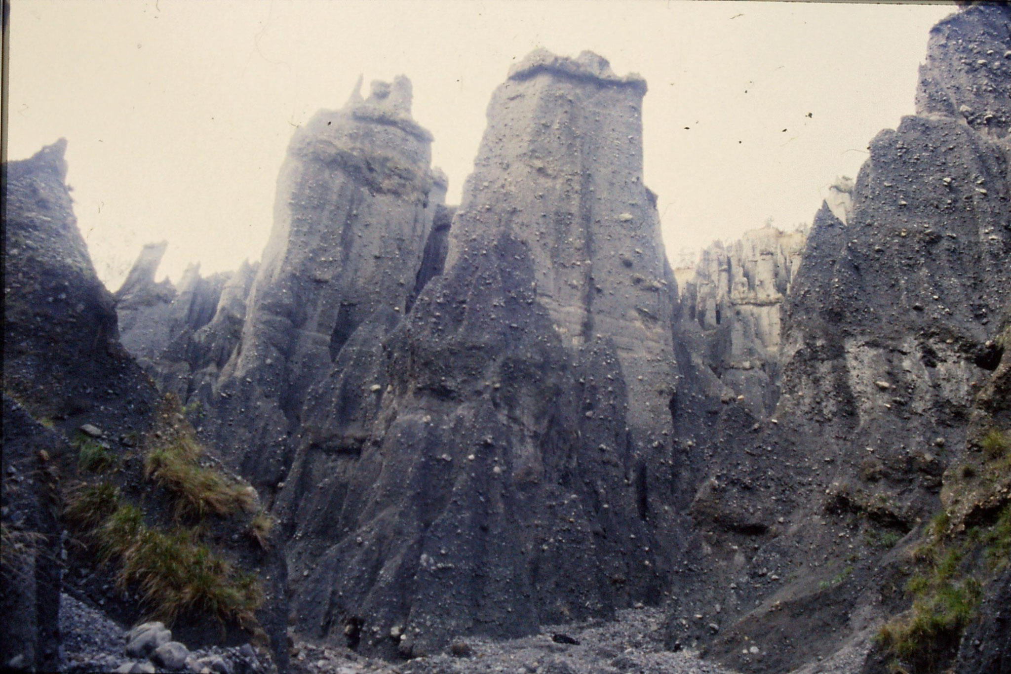 26/8/1990: 12:  Putangirua Pinnacles