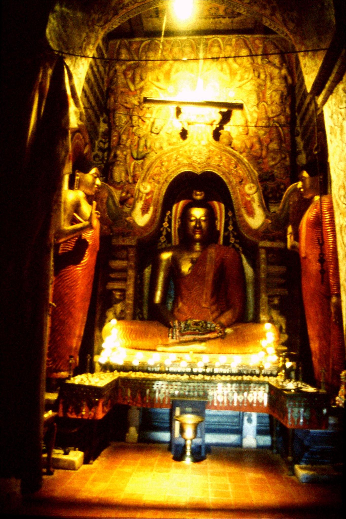 5/2/1990: 35: Lankahlaka temple inside dagoba