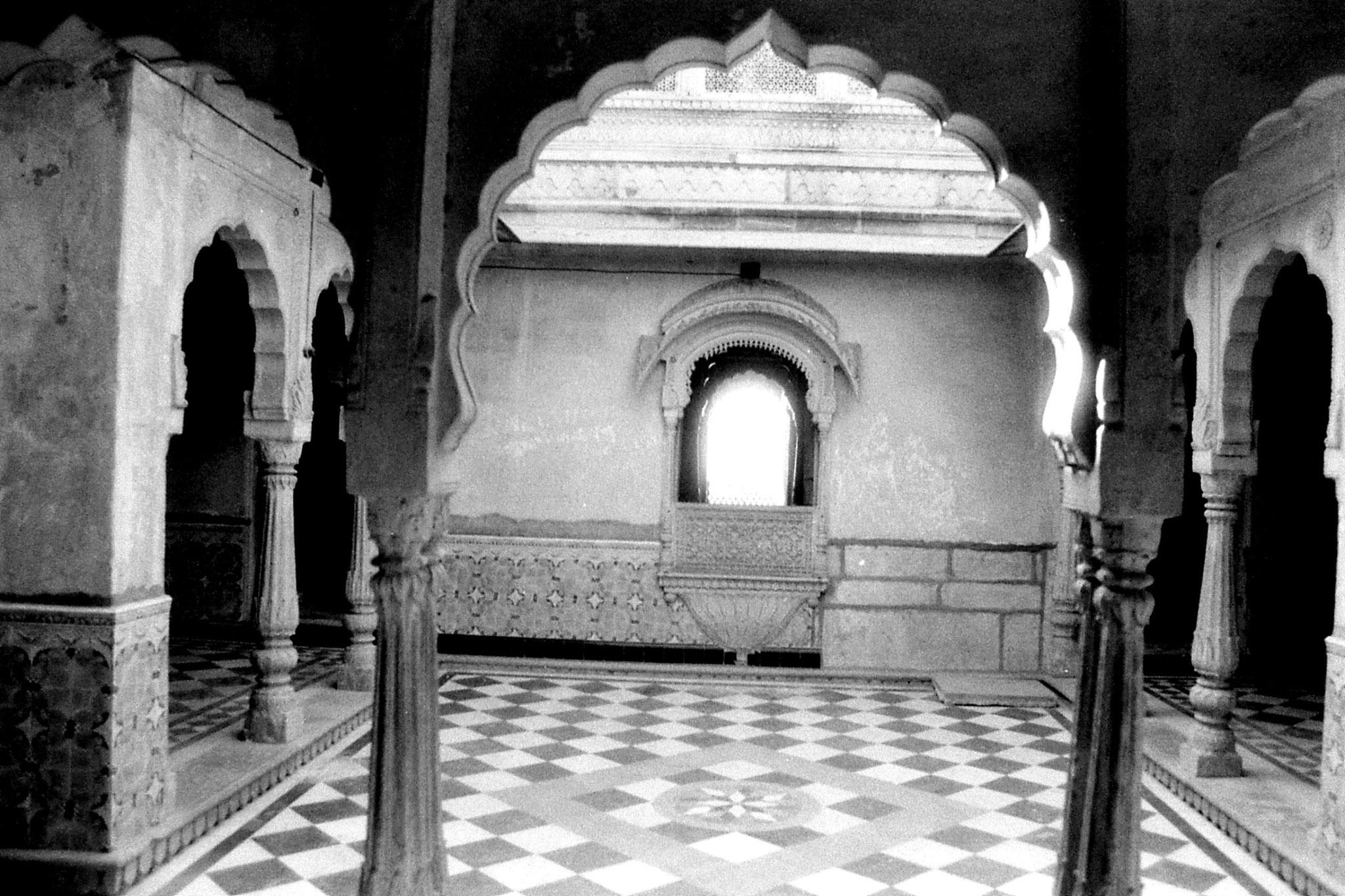 3/12/1989: 22: Jaisalmer courtyard