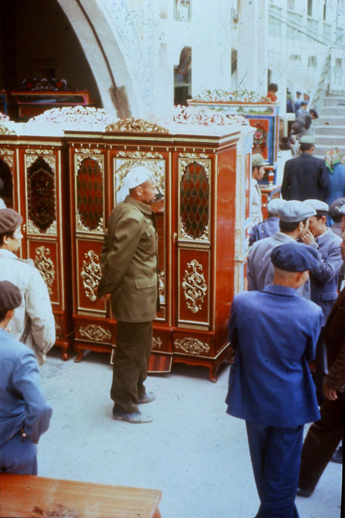 10/9/1989:14: Kashgar Sunday market