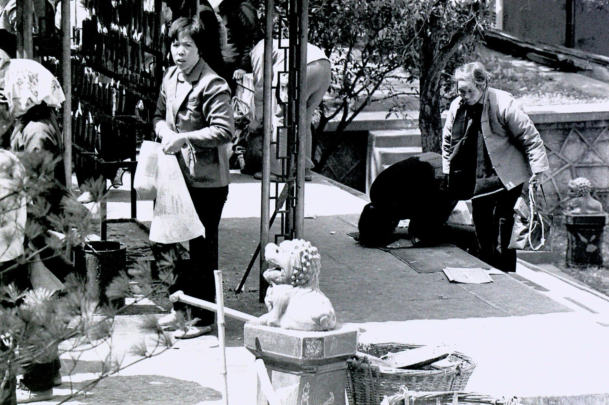 27/3/1989: 6: Lingu Temple pilgrims
