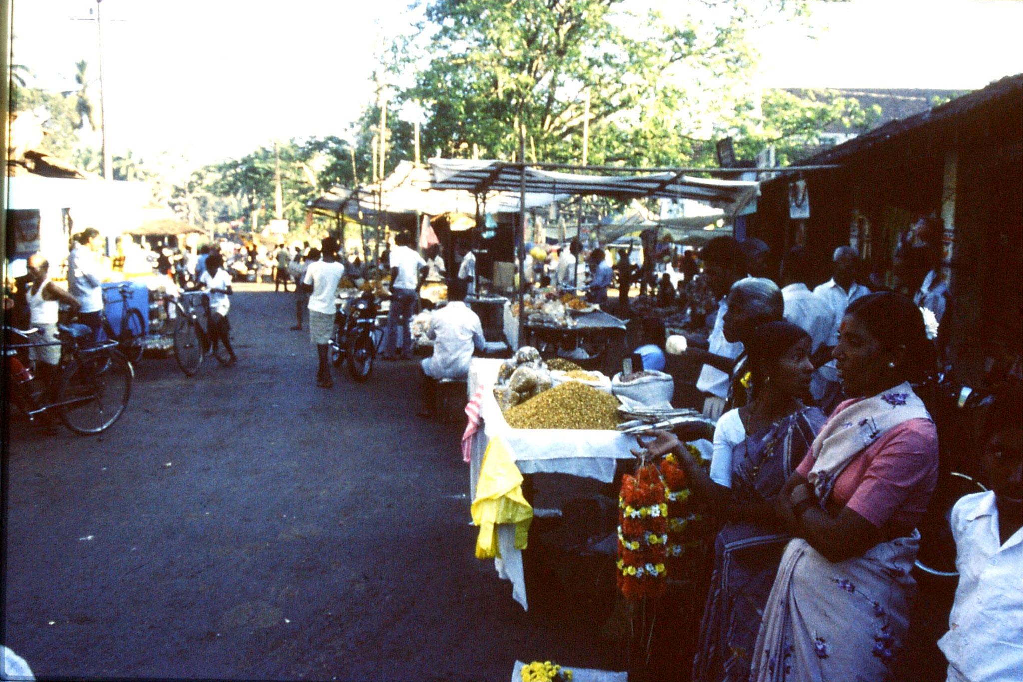 31/12/1989: 4:Goa Siolim church and market on festival day