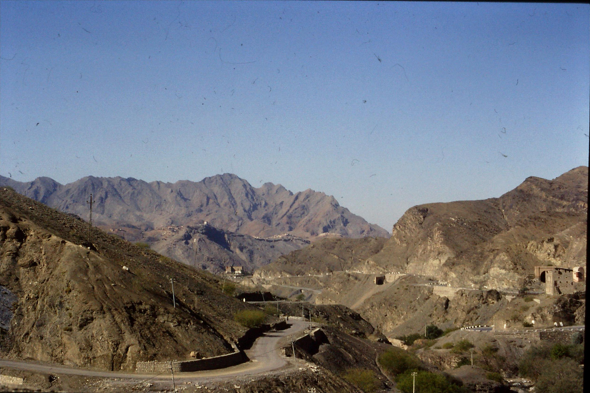 6/11/1989: 19: Khyber Pass view down to Torkum and Afghanistan