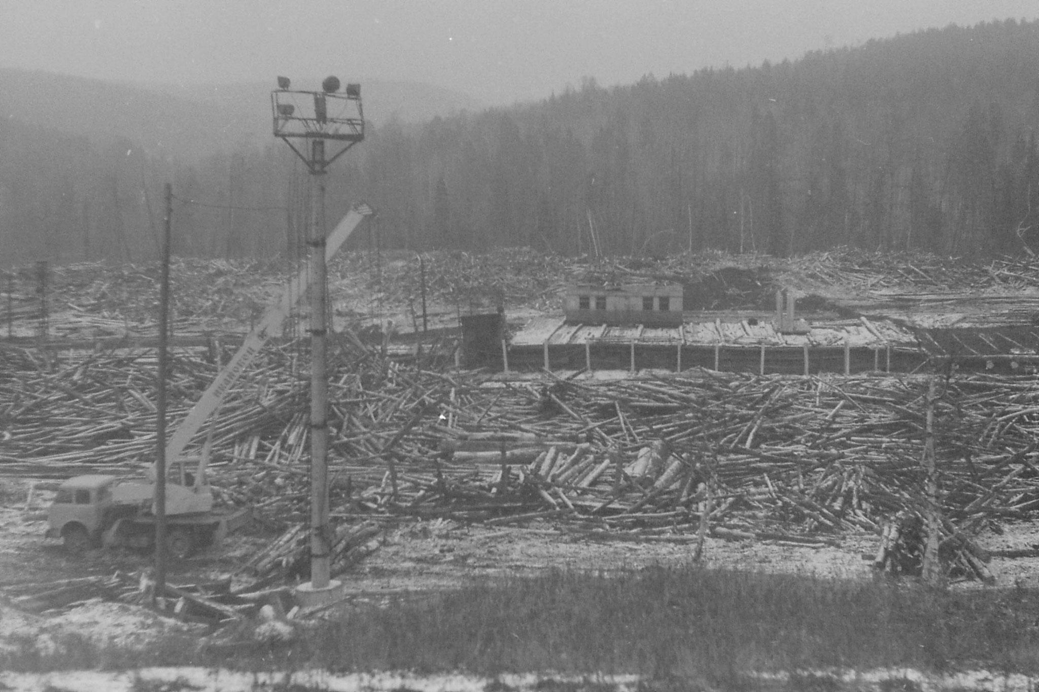 21/10/1988: 7: timber yard