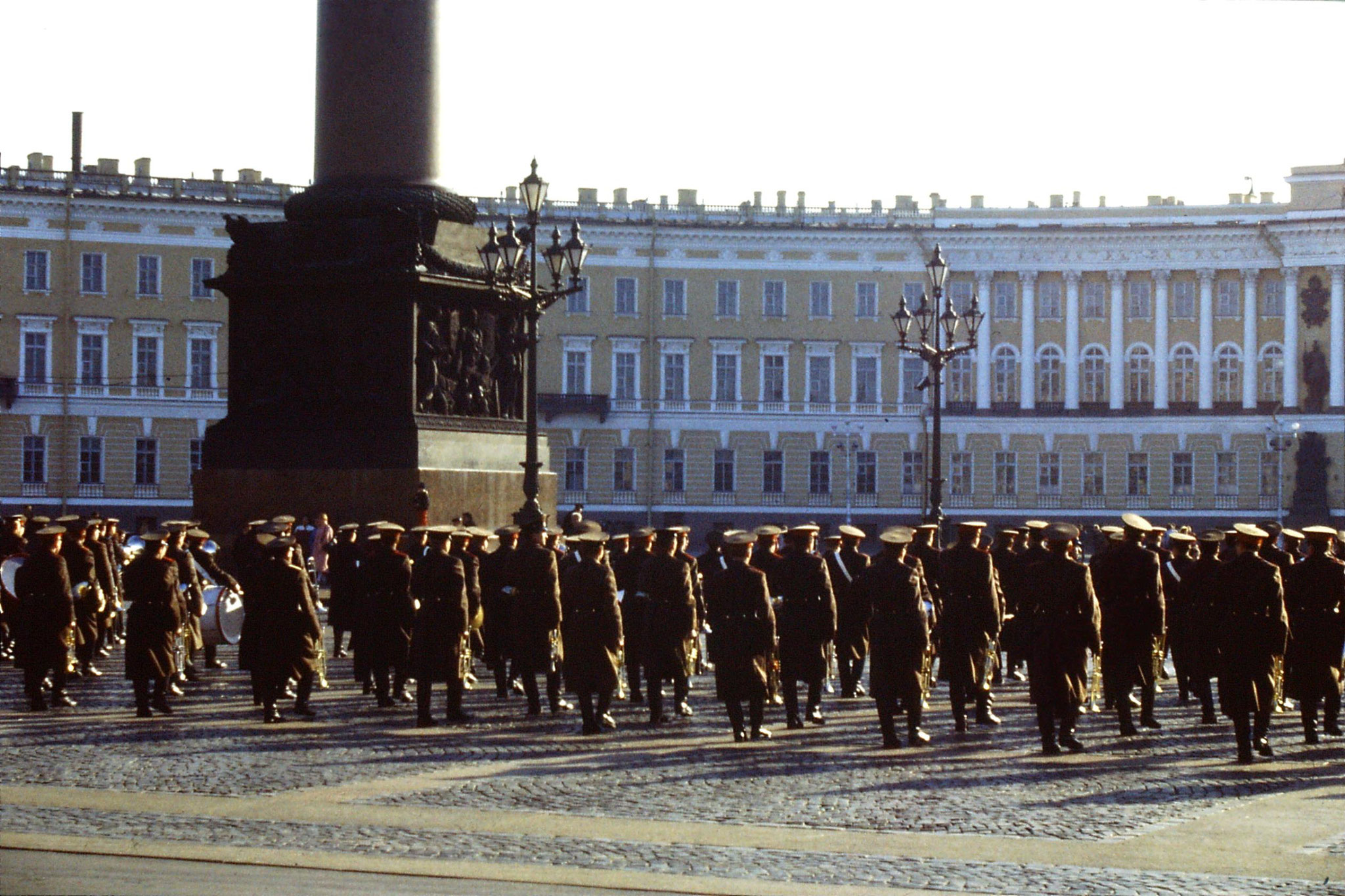 13/10/1988: 17:  Leningrad band in front of Hermitage