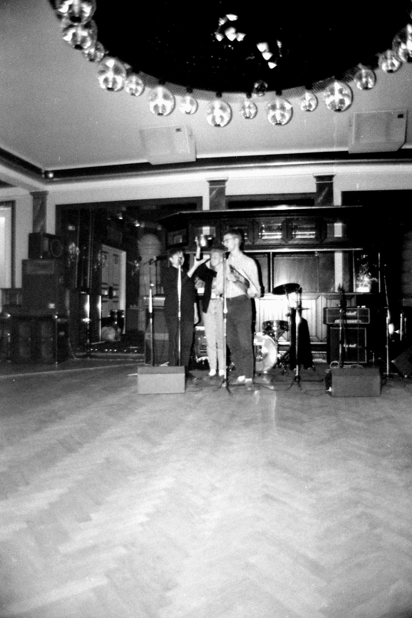 11/10/1988: 2: Ainomaija picking lottery tickets