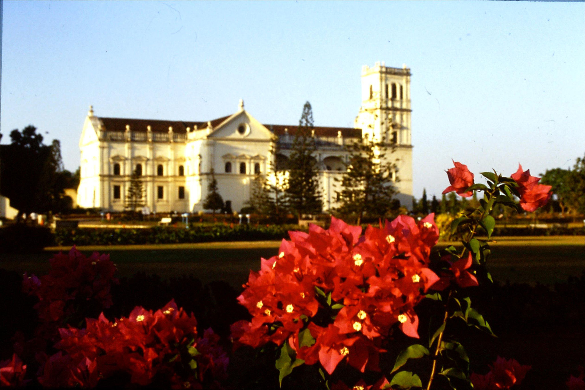 6/1/1990: 8: Old Goa Su Cathedral