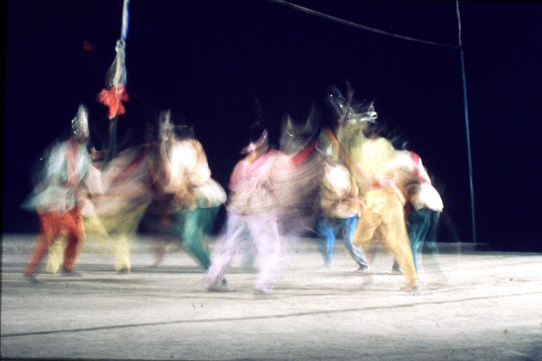 8/12/1989: 31: Udaipur Shilp Gram Craft Centre dancing