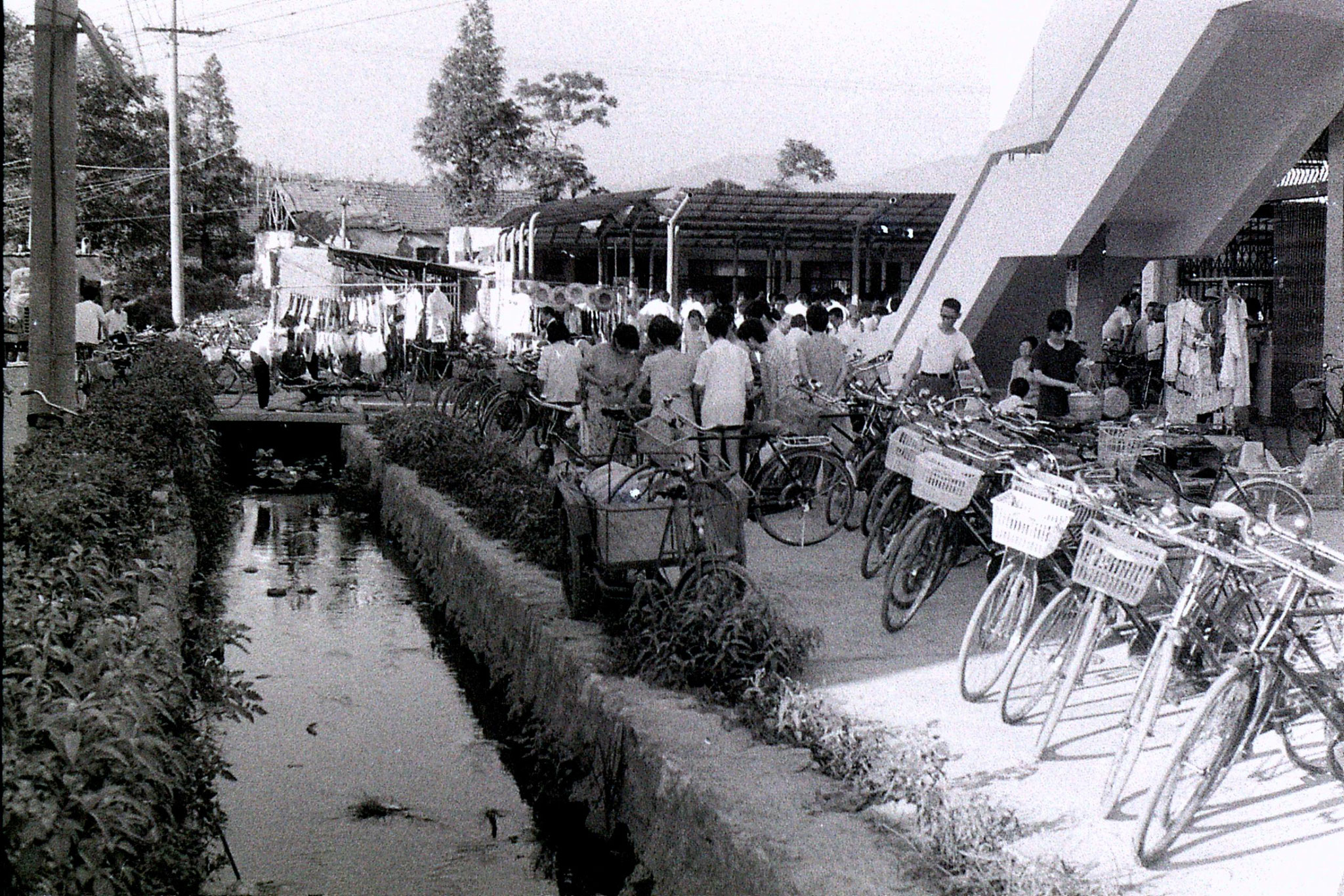 19/7/1989: 35: Zheda Free market
