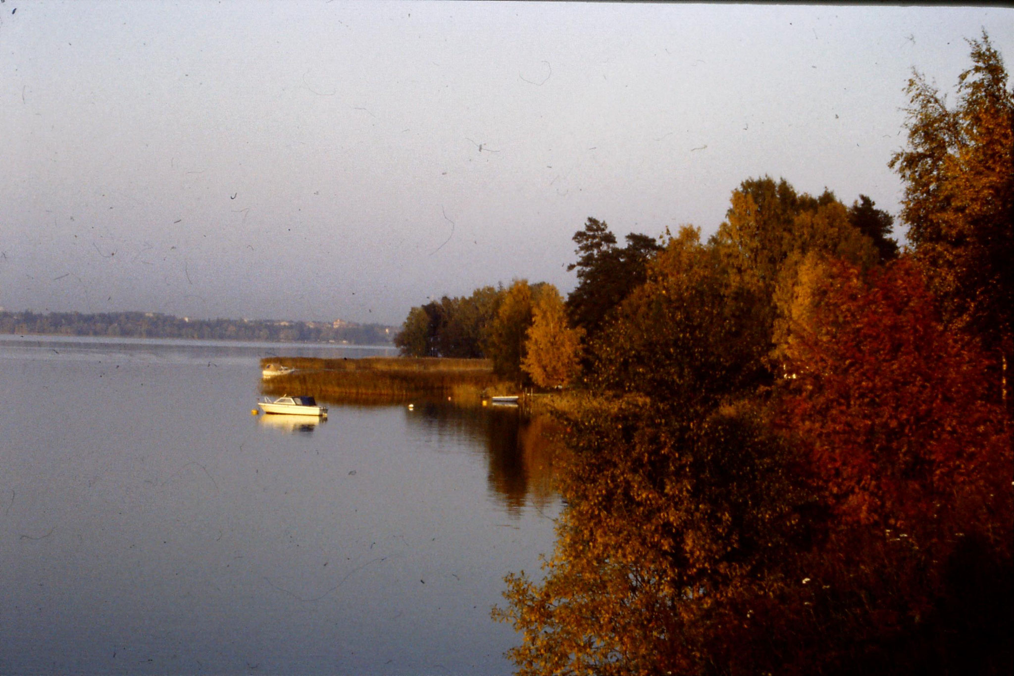 4/10/1988: 0: across lake towards Lutheran Cathedral
