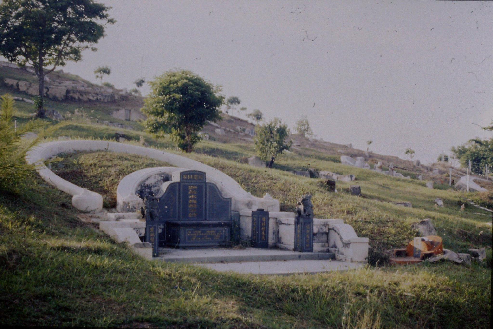 9/7/1990: 5: Melaka chinese cemetery