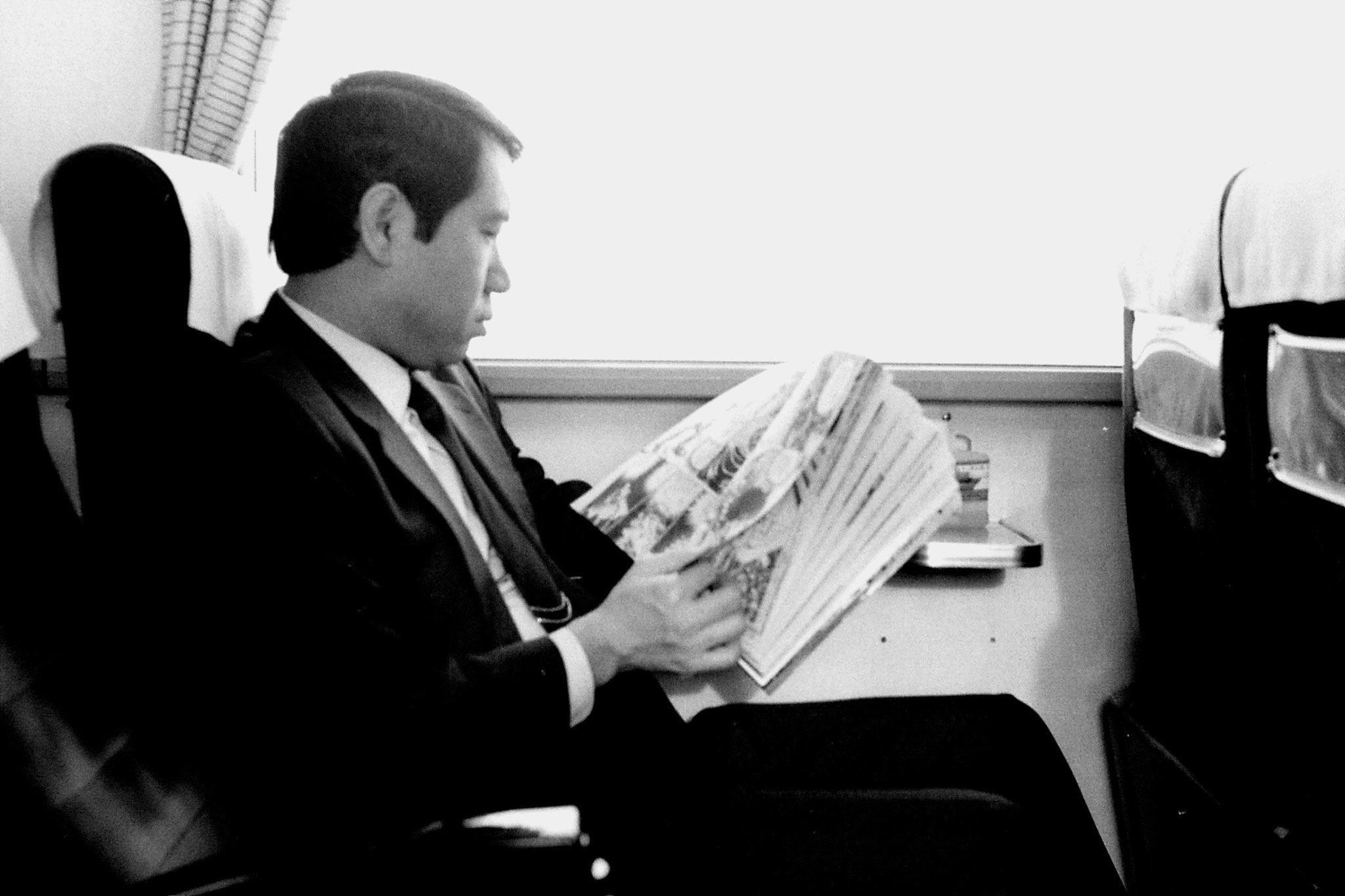12/1/1989: 6: train to Kamakawa, man reading comic