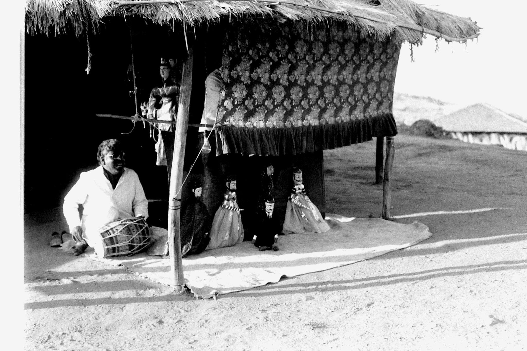 8/12/1989: 17: Udaipur, Shilp Gram Craft Centre puppet show