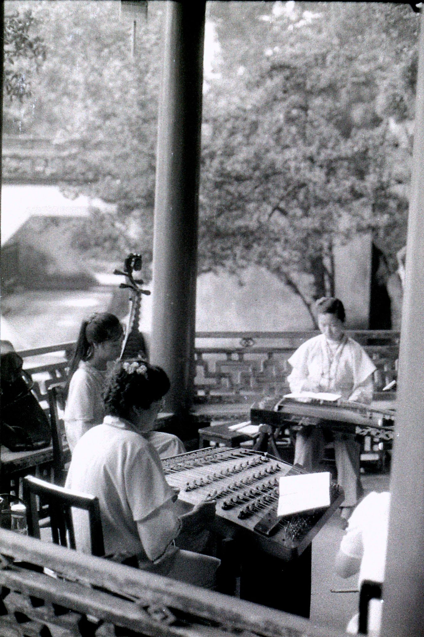 15/7/1989: 28: Hangzhou Yellow Dragon Spring musicians