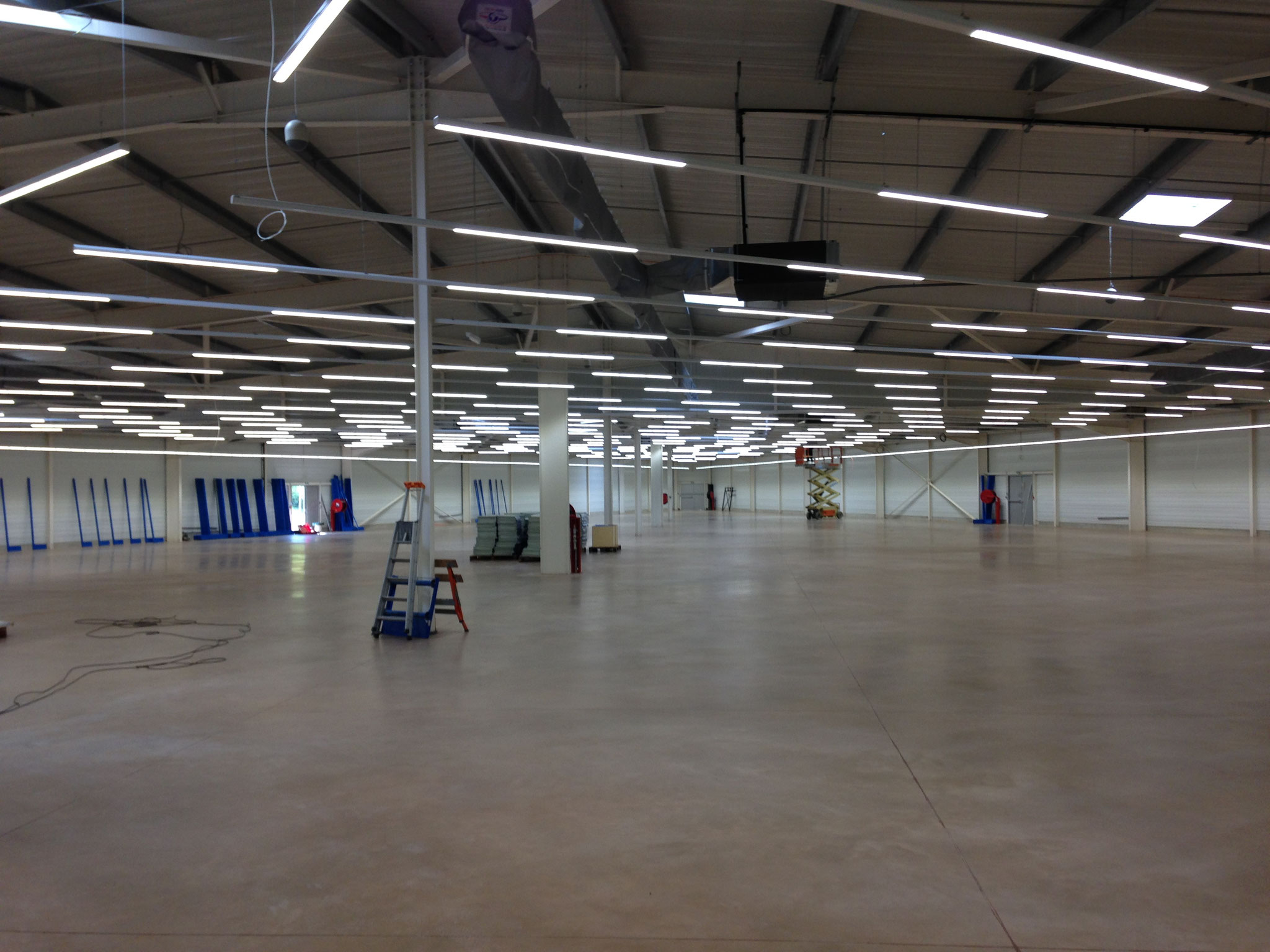 Eclairage LED magasin 3000 m2 TRILUX