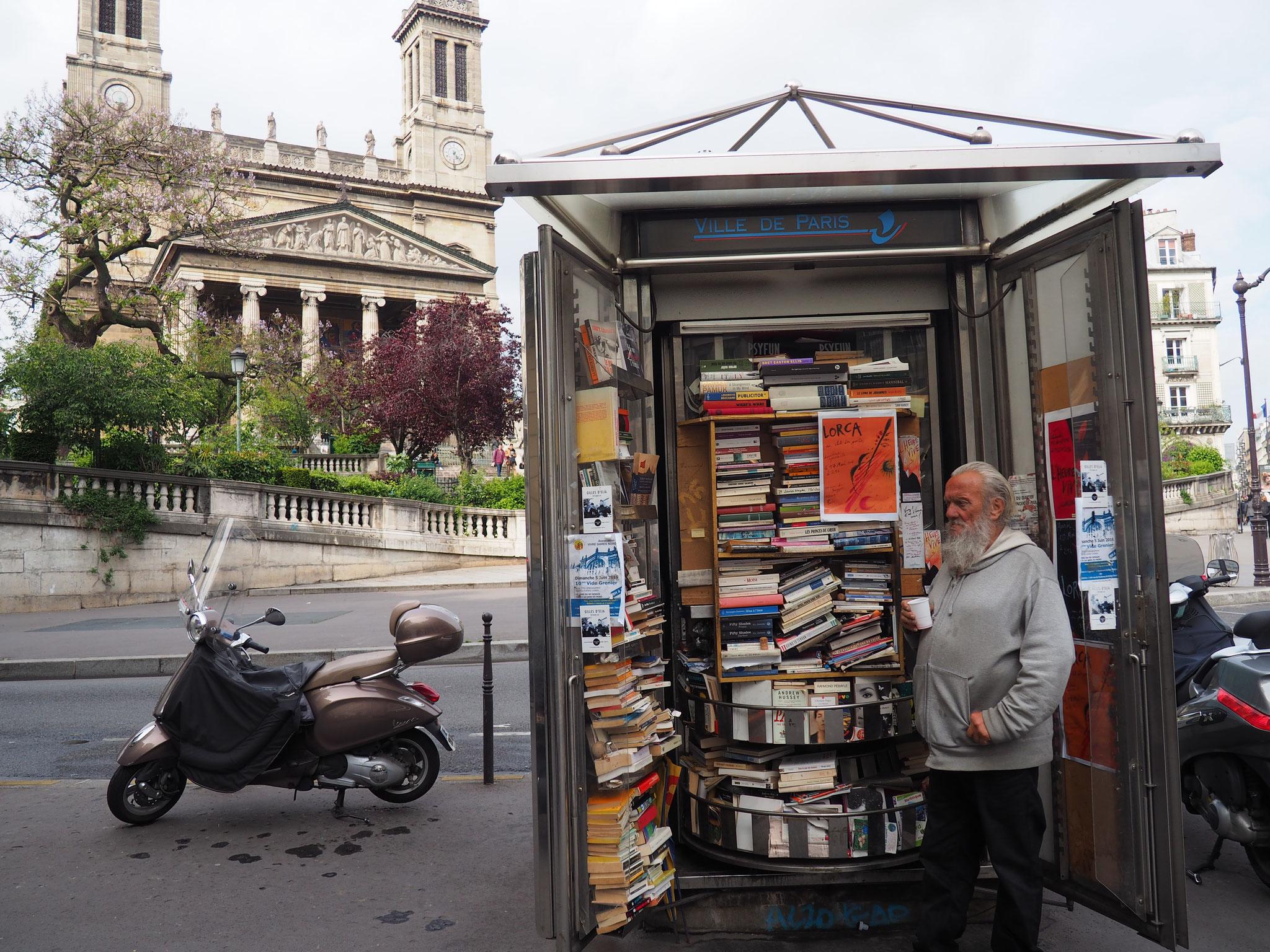 Bolek, 71 ans, a passé 35 ans de sa vie derrière - ou à côté - d'un kiosque