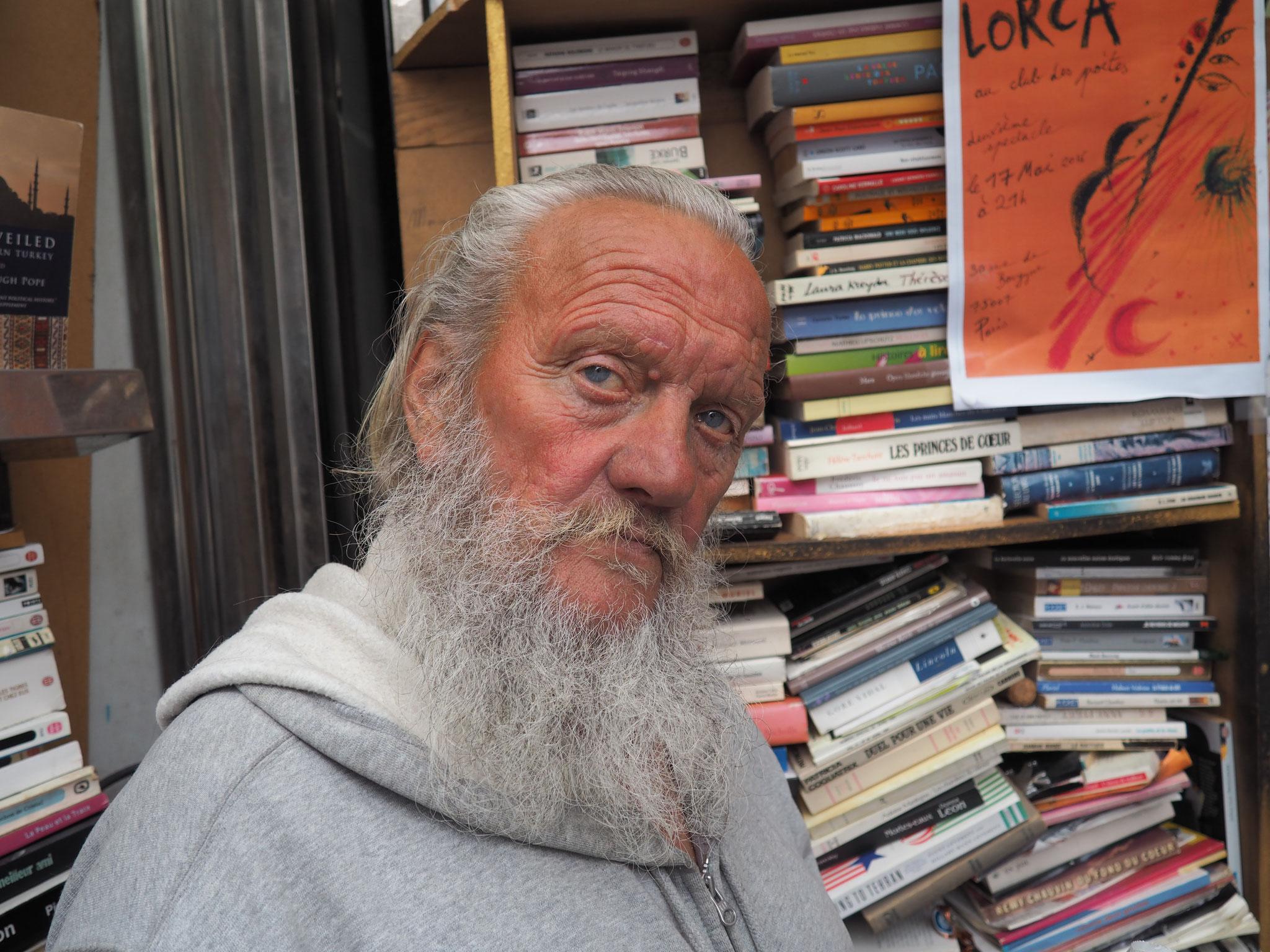 Hary Potter, polars ou romans anglophones s'entassent dans le kiosque