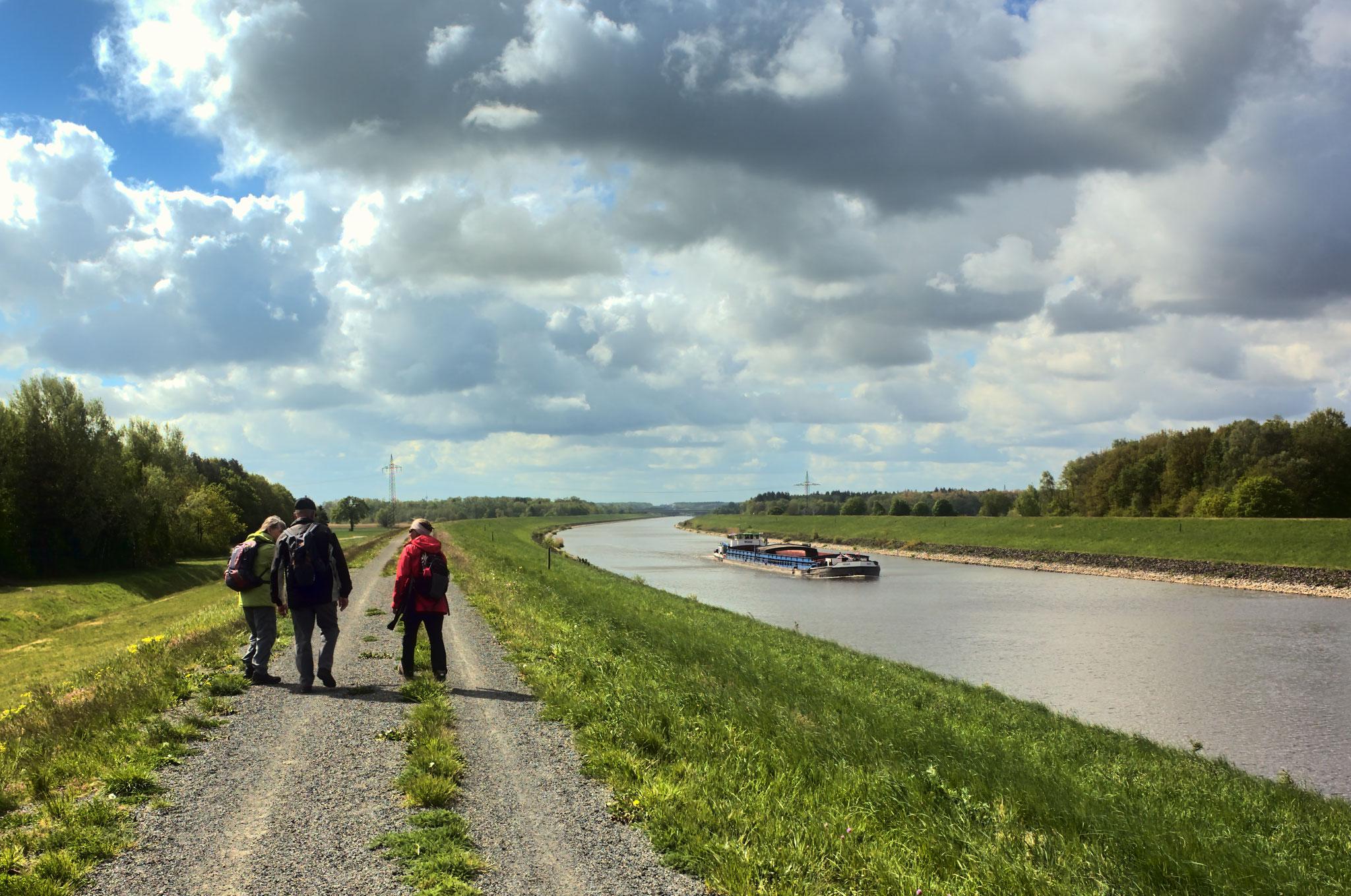 Auf dem Dammweg am Elbe-Seitenkanal Richtung Lüneburg am 04.05.2019