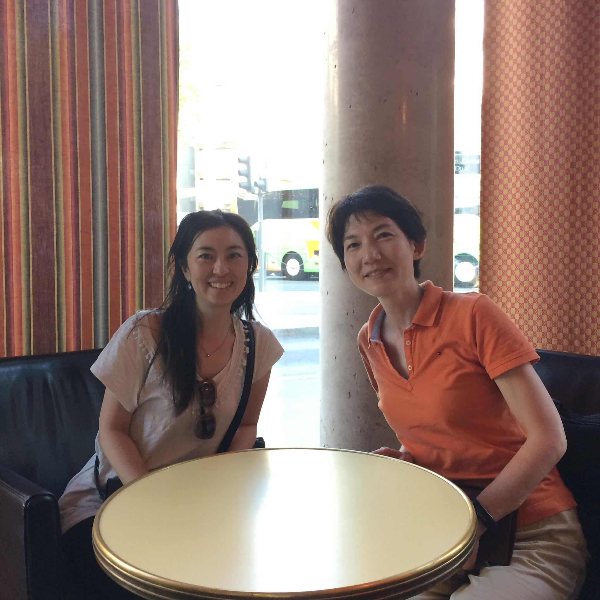 2017年6月フランスリヨンのホテルロビーにて栗栖智美先生と