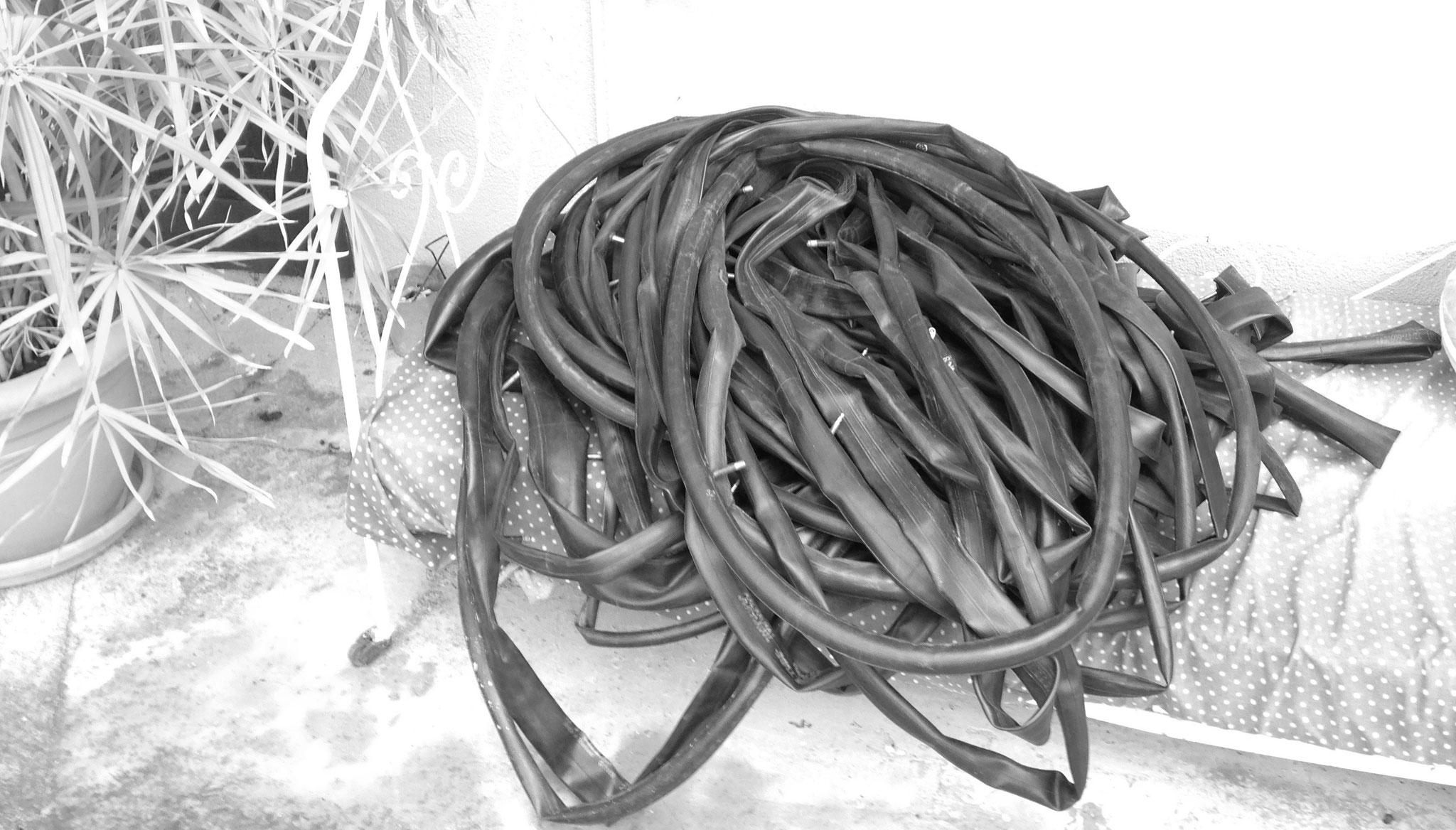Ma récolte de chambres à air de vélo est bonne...