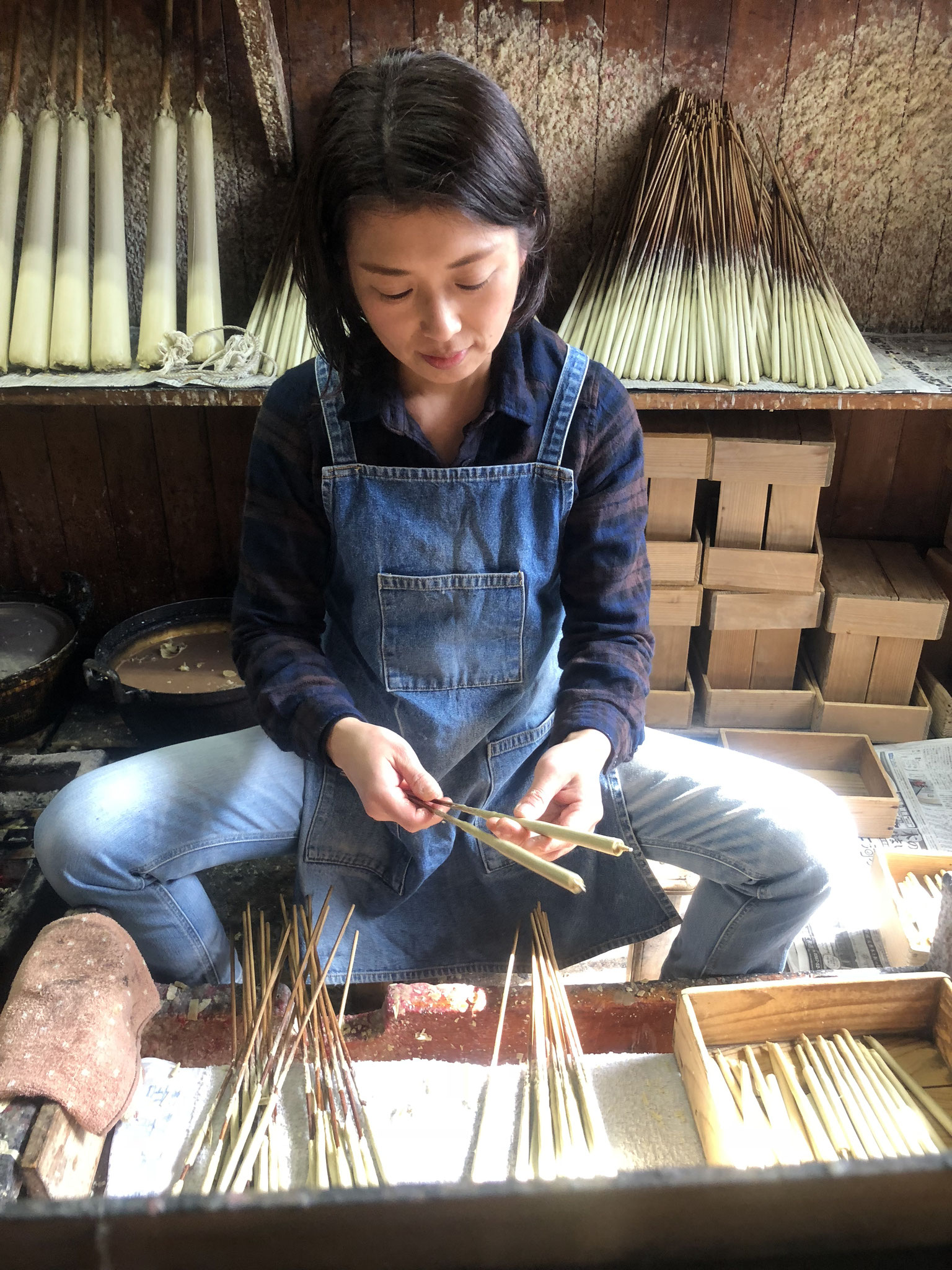 年輪模様ができる全行程手作りの和ろうそくを製作する4代目和ろうそく職人