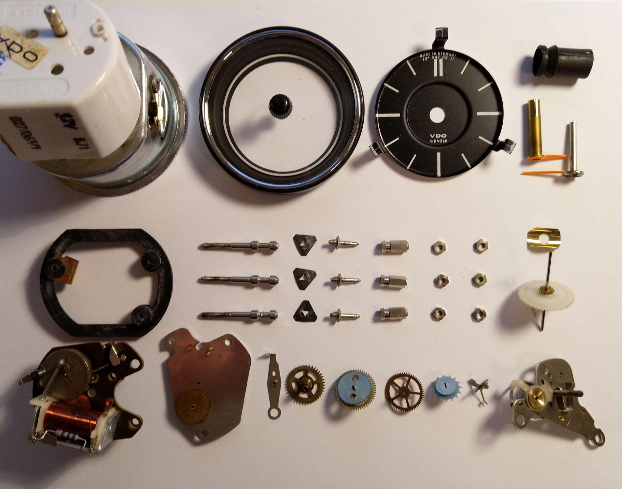 Mercedes R107 SL Uhrwerk elektromechanisch