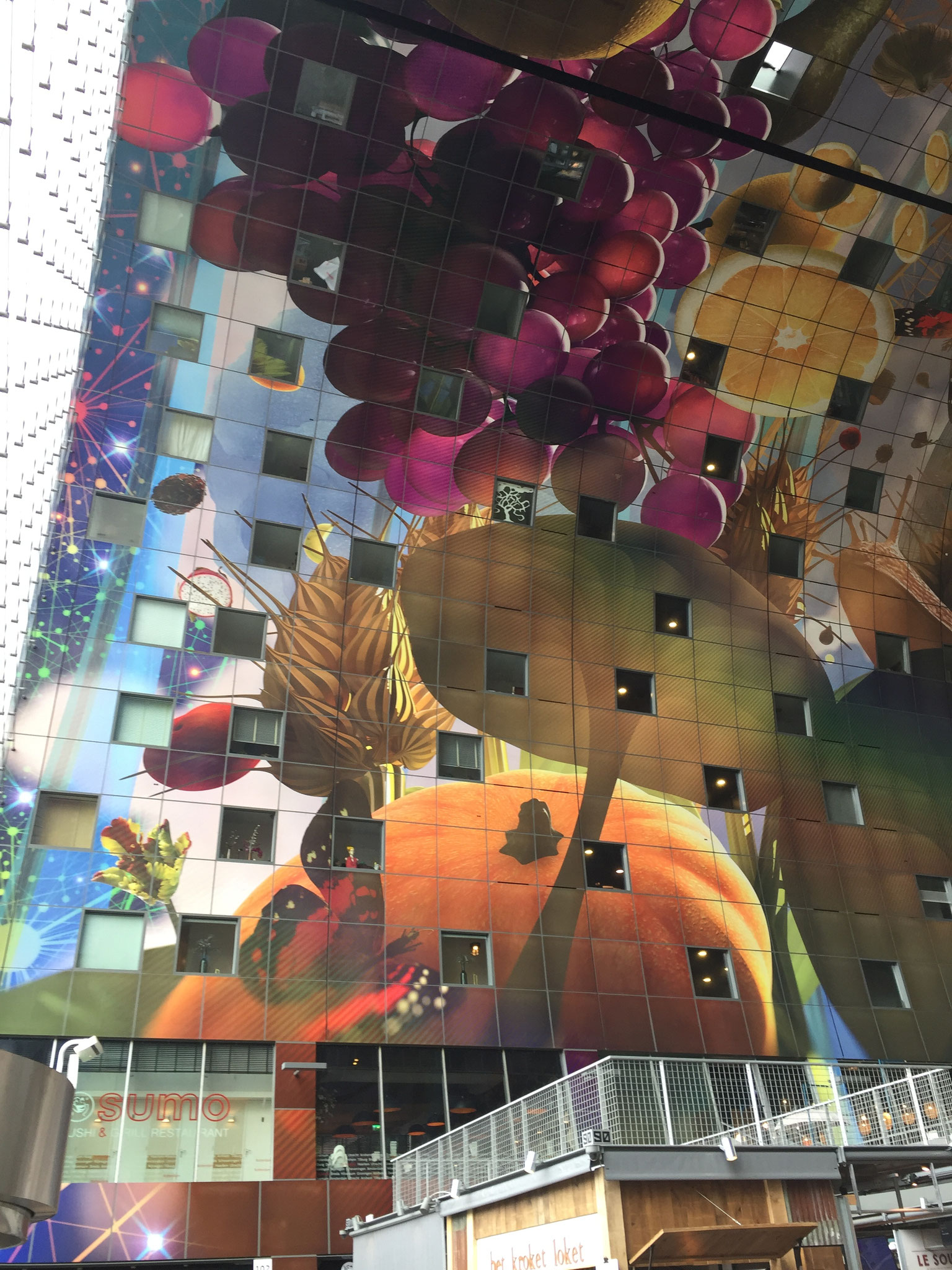 das phantastische Wandbild symbolisiert die Fülle ...