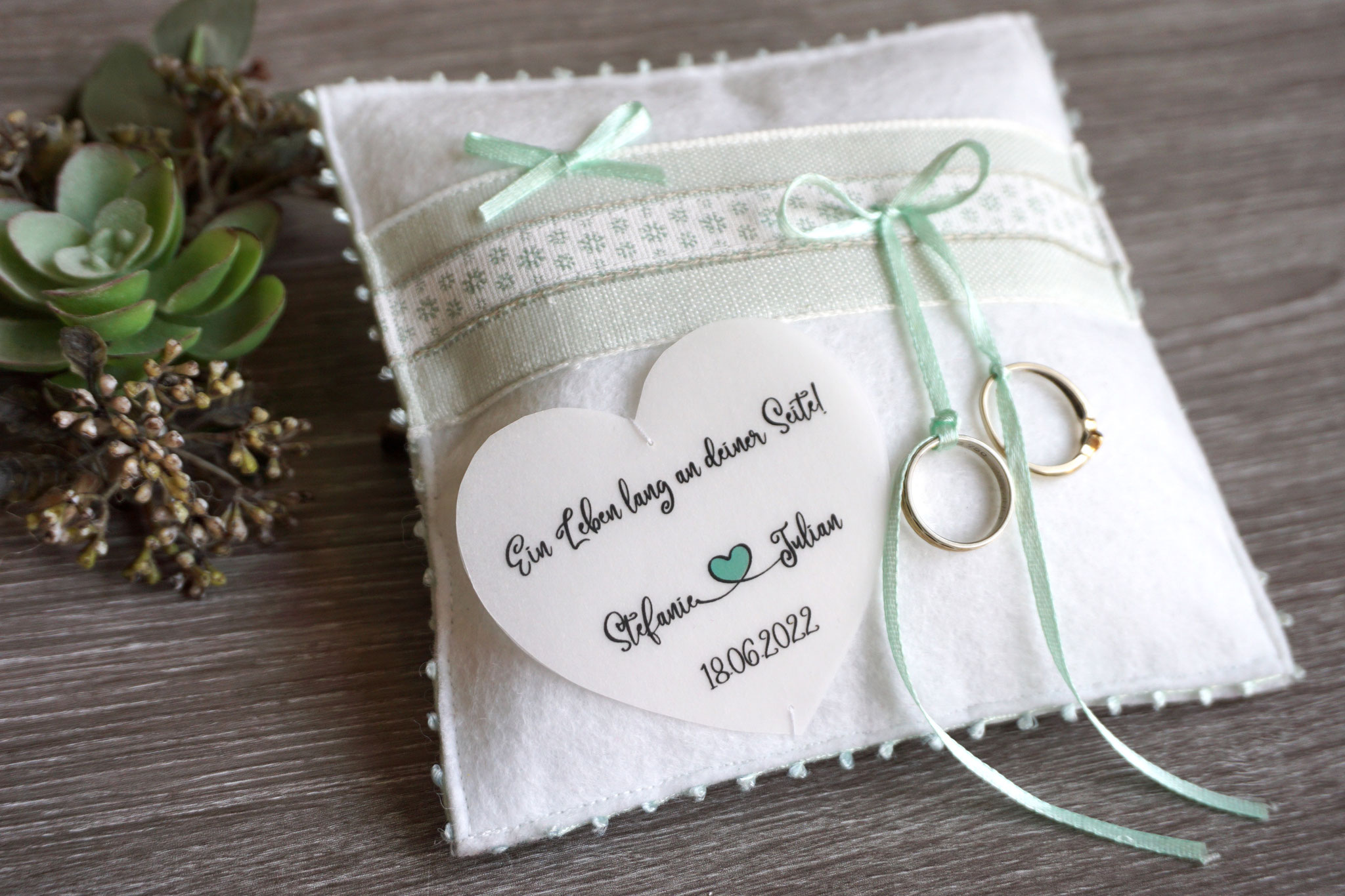 Ringkissen Chantal mit Beschriftung aus Pergamentpapier-Herz