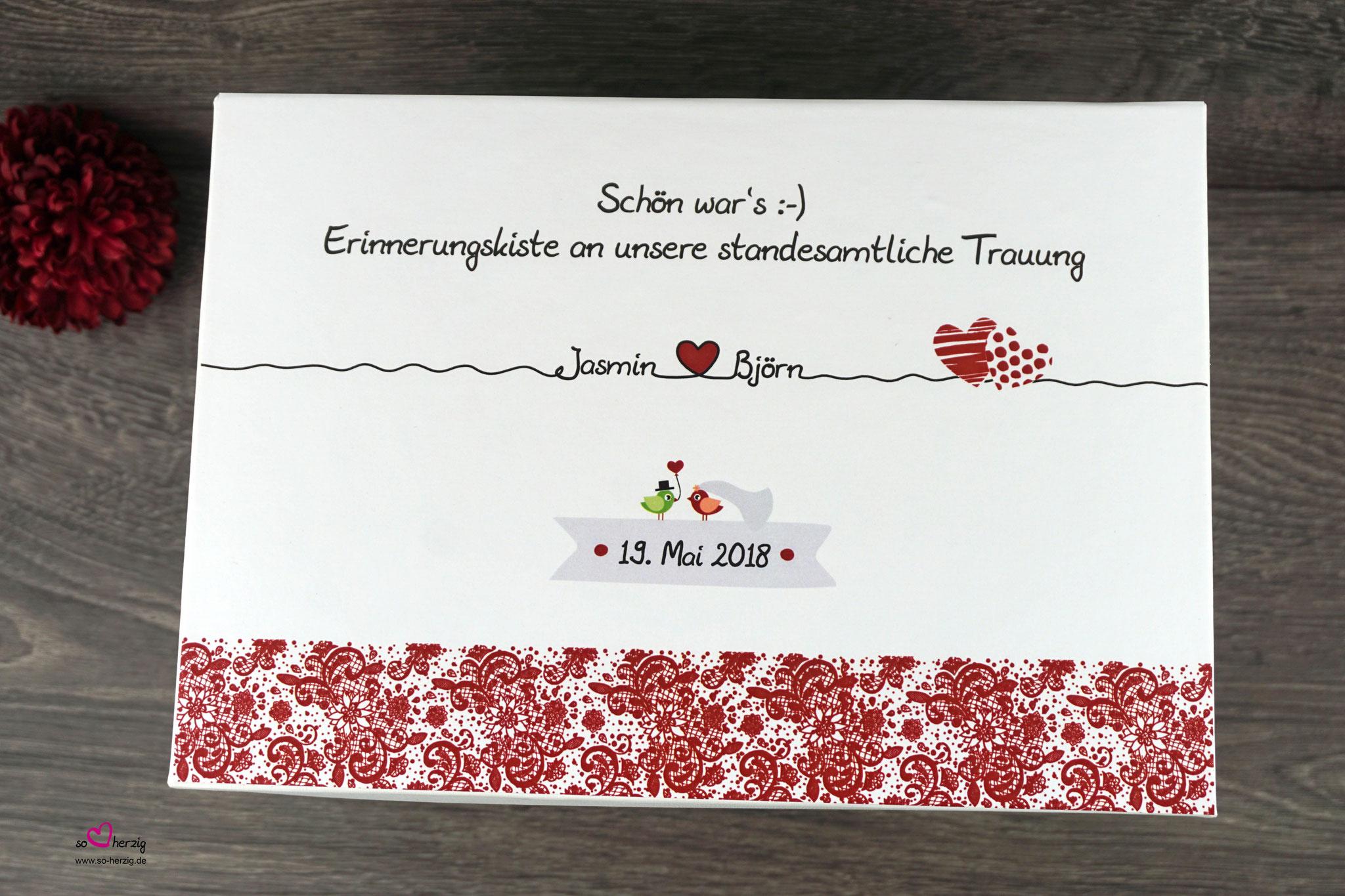 """Erinnerungskiste für das Standesamt Spitze Dunkelrot - Sonderanfertigung """"Zwei Herzen"""""""