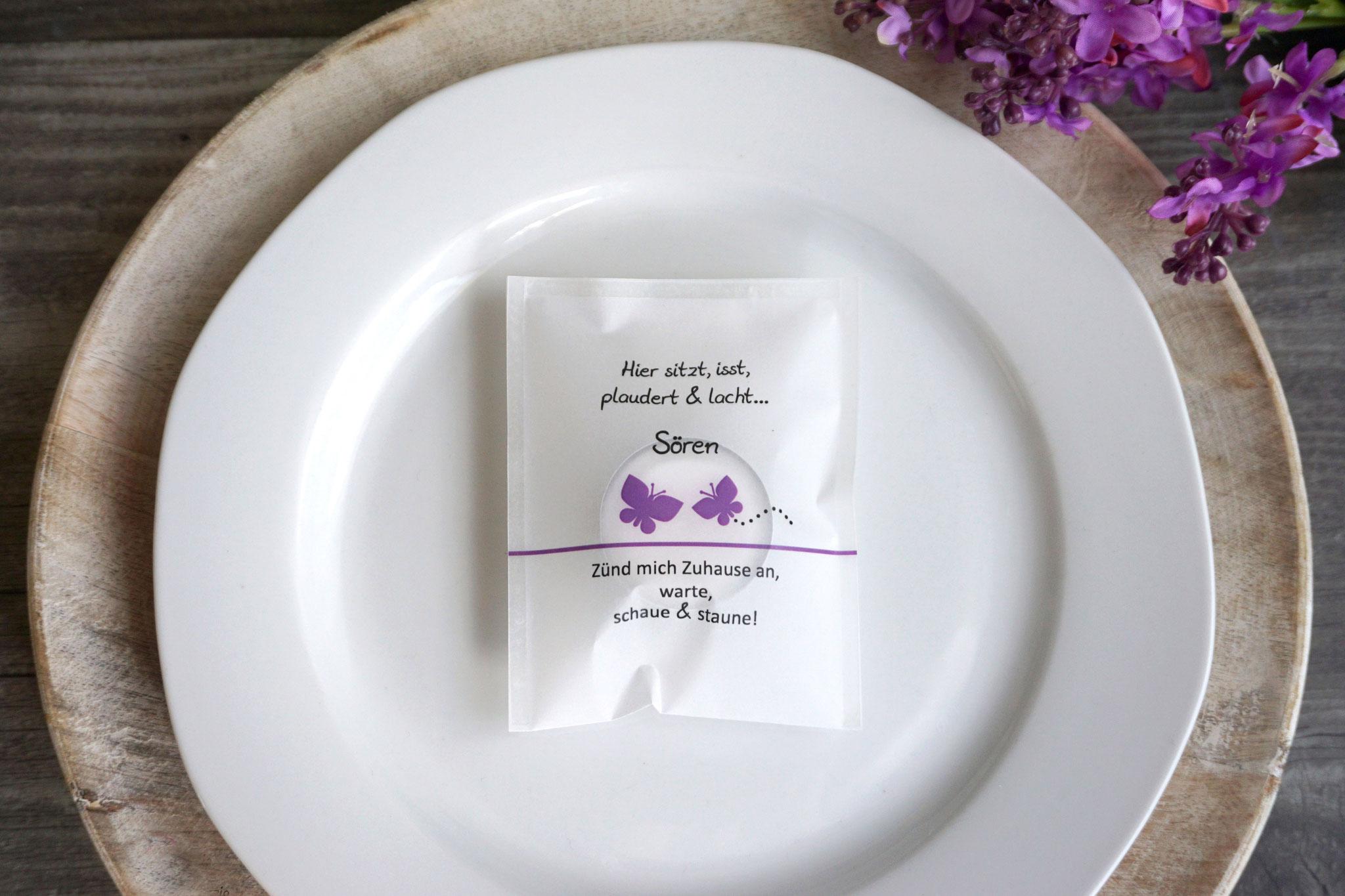 """Licht-Botschaft Design """"Schmetterlinge"""", Farbe lila, """"Verpackung als Platzkarte"""""""