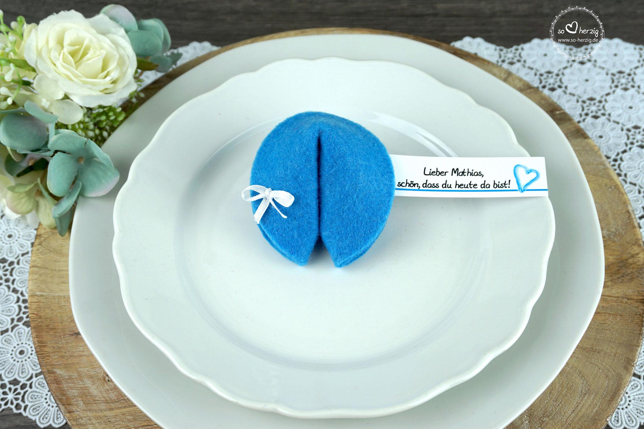 """Filzkeks klein Blau, Fähnchen Design """"Aquarellherz"""""""