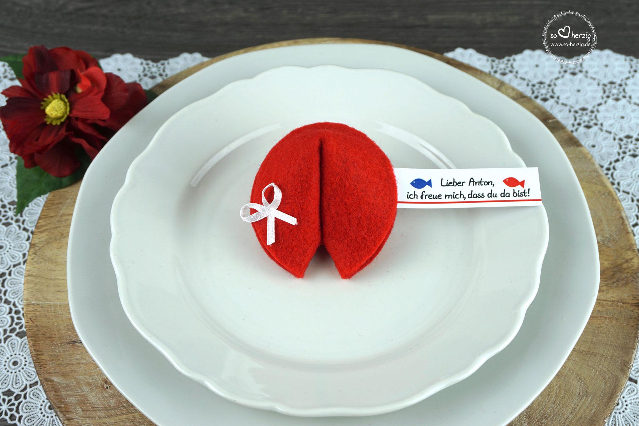 """Filzkeks klein Rot, Fähnchen Design """"Fisch"""""""