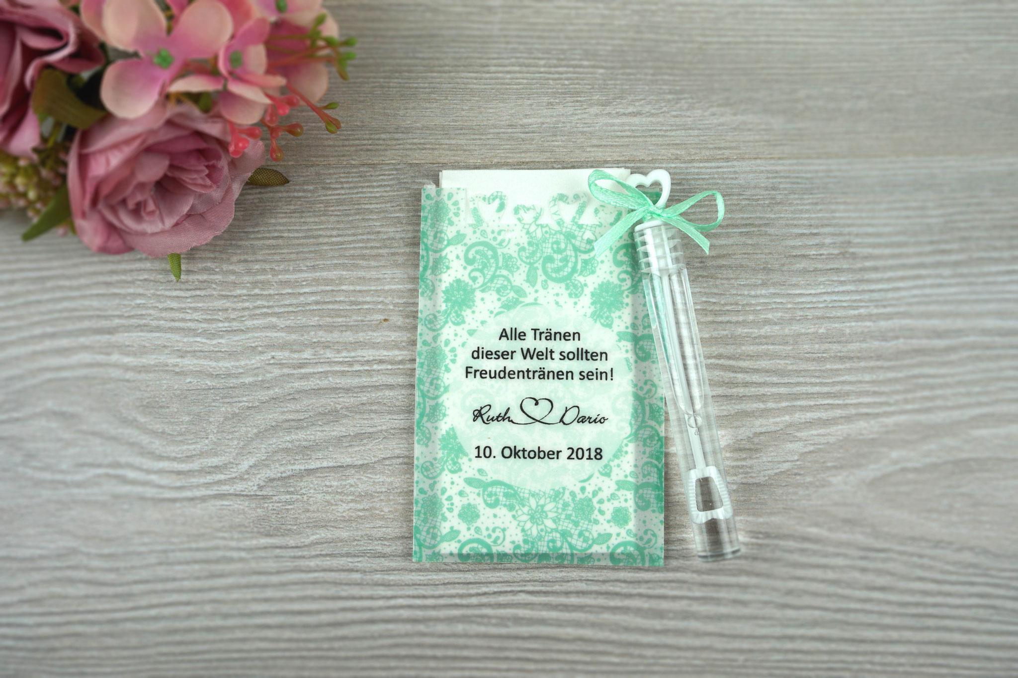 Freudentränen Taschentücher mit Herzrand und Seifenblasen, Design Spitze Vintage, Farbe mint, Satinband