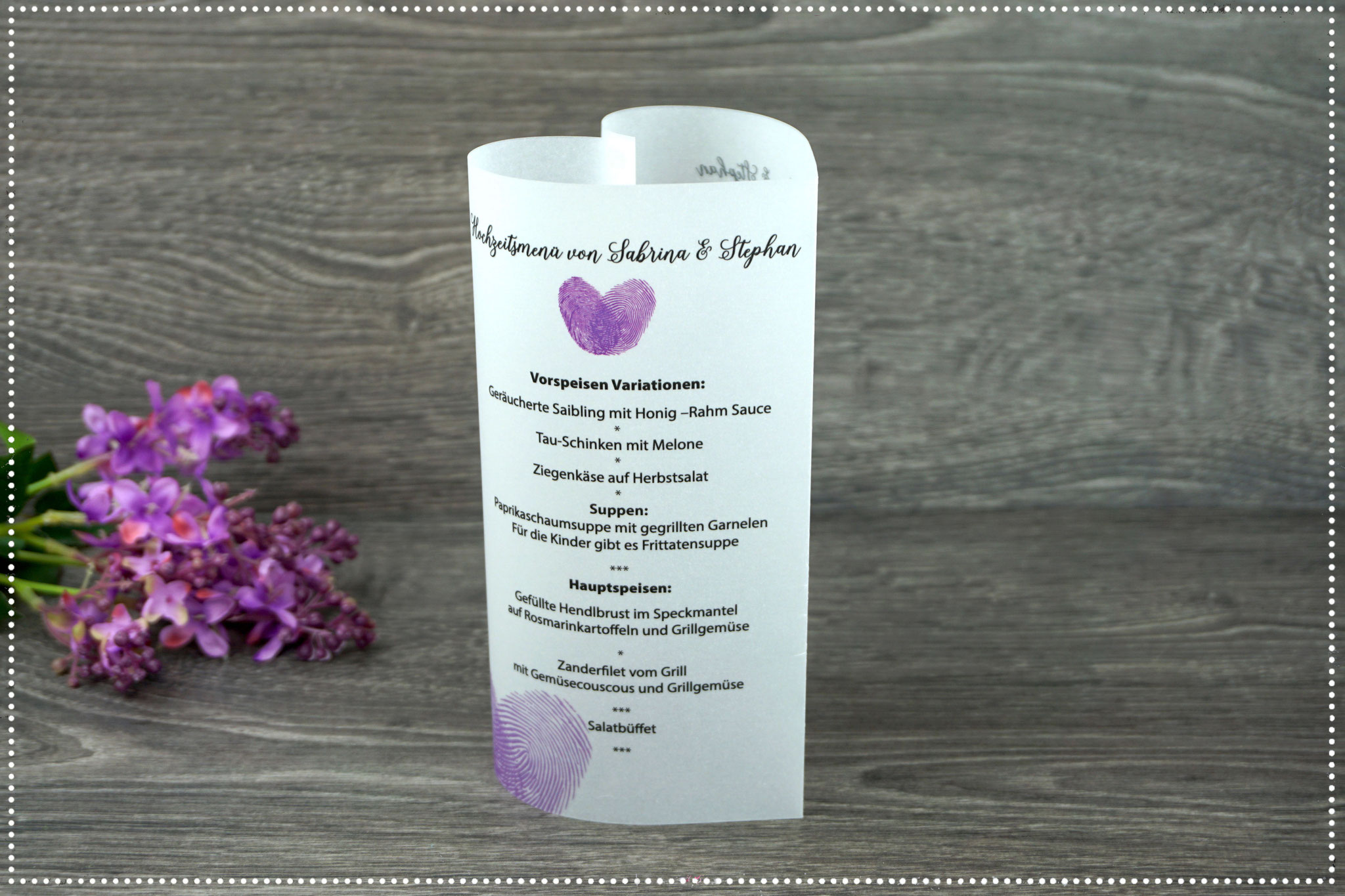 Menükarte Design Fingerprint, Farbe lila, Schrift Shania Script