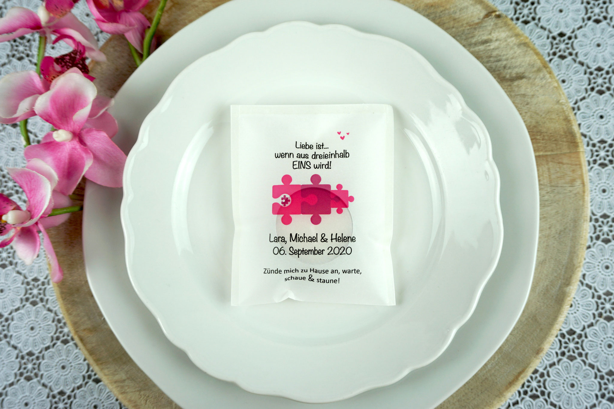 """Eine Familie heiratet - Licht-Botschaft Design """"Puzzle"""", Farbe Pink"""