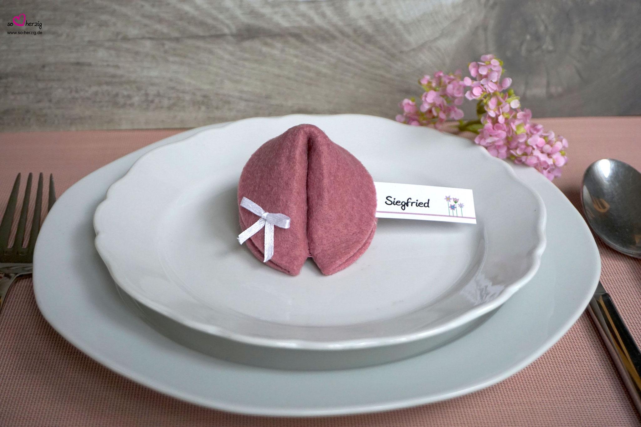 Filzkeks klein 6,2 cm, Rosenholz, Fähnchen Blumenwiese