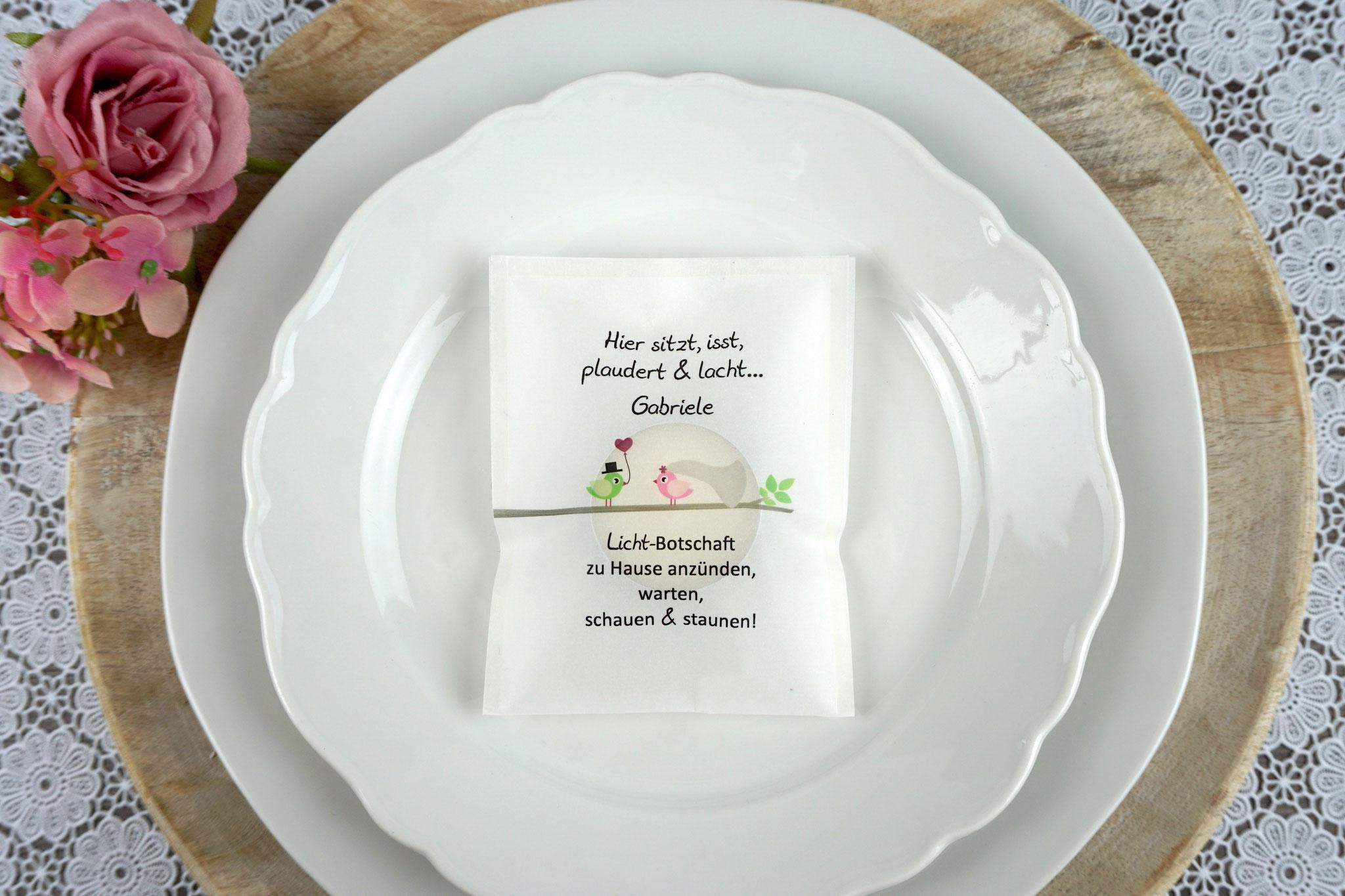 """Licht-Botschaft Design """"Hochzeitsvögel auf Ast"""", Farbe Grün/Rosa, """"Verpackung als Platzkarte"""""""