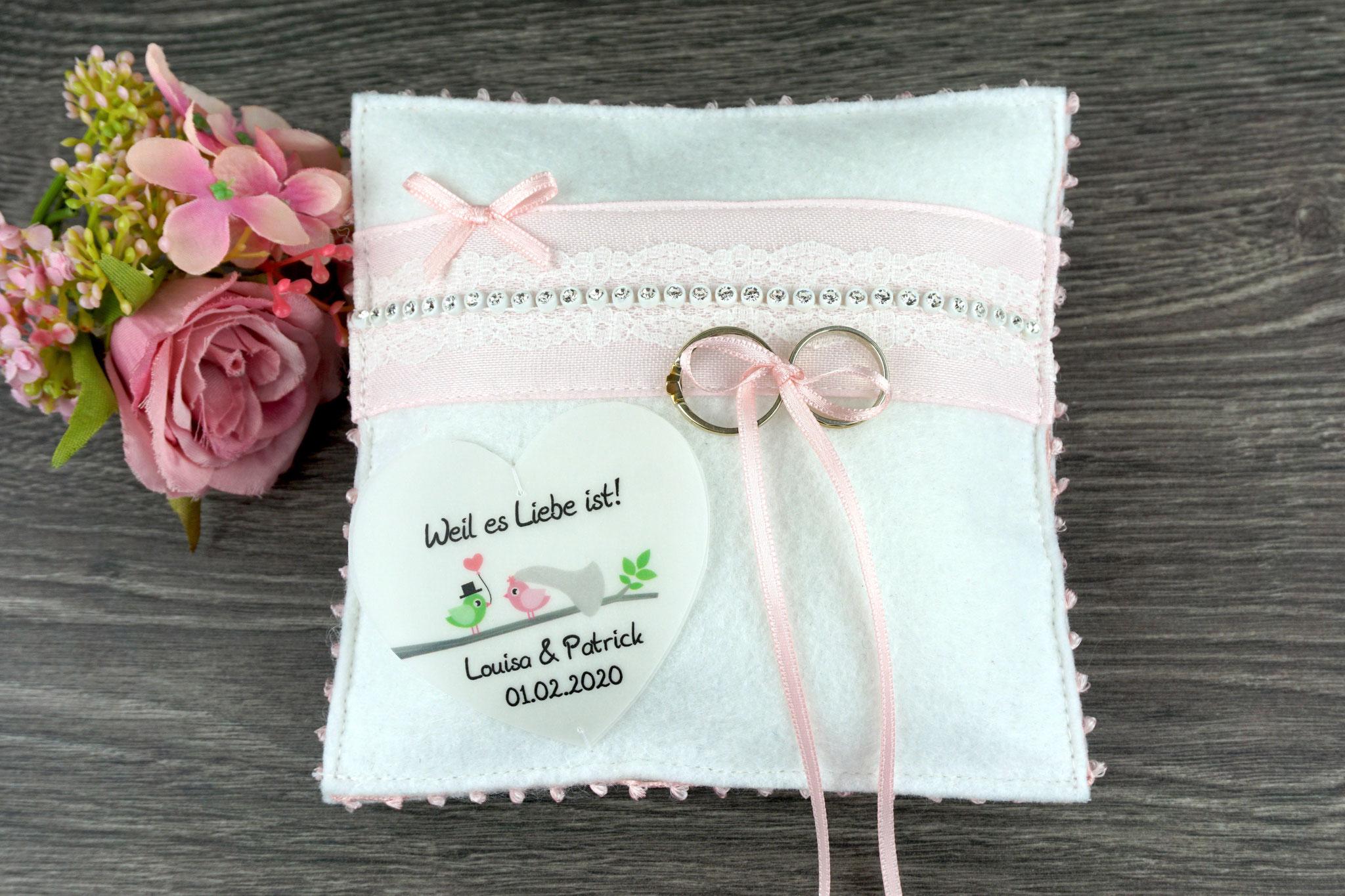 Ringkissen Monique, Filz Weiß, Band Rosé - Herzschildchen Design Hochzeitsvögel
