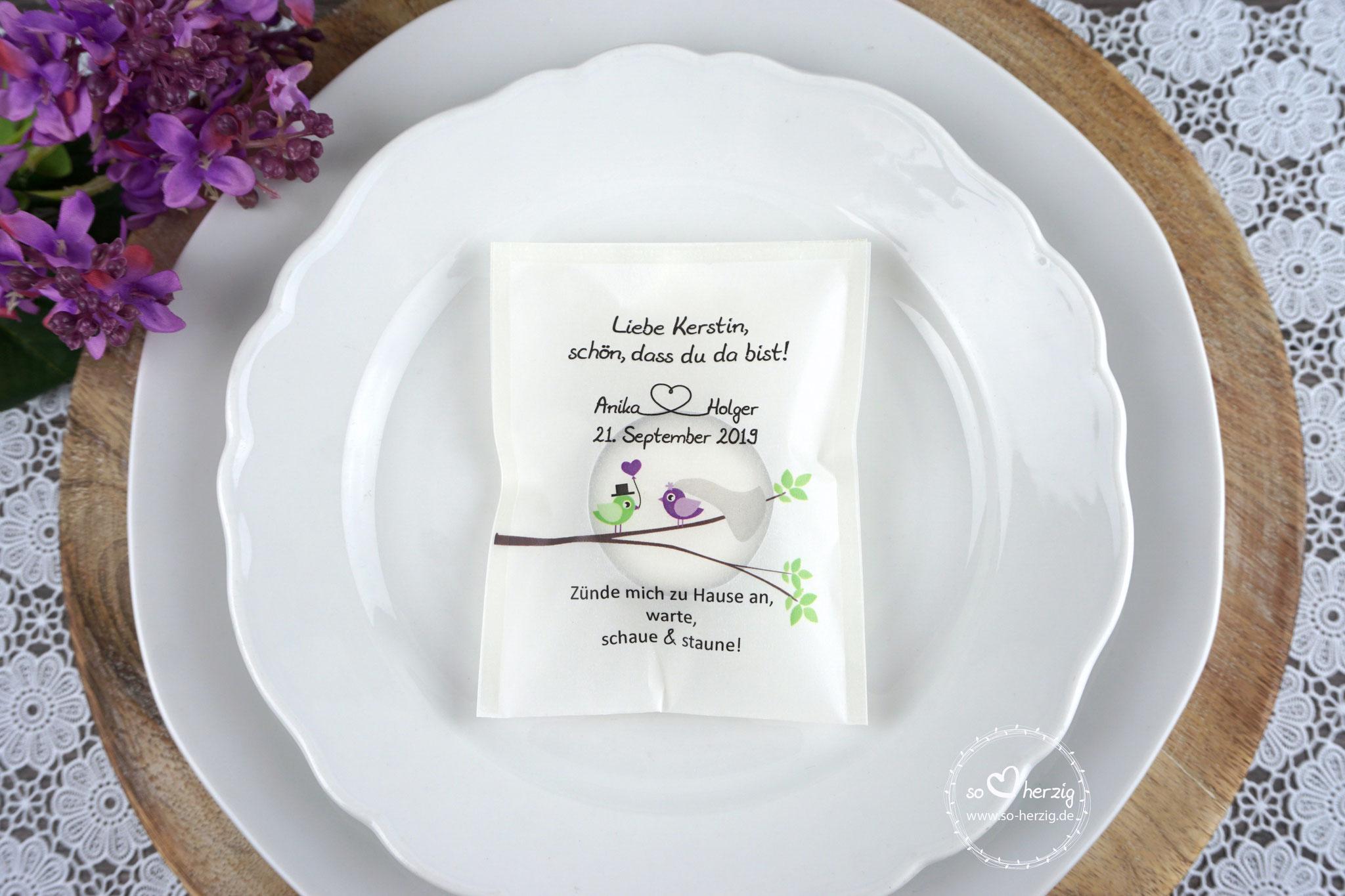 """Licht-Botschaft Design """"Hochzeitsvögel auf verzweigtem Ast"""", Farbe Lila, """"Verpackung als Platzkarte"""""""