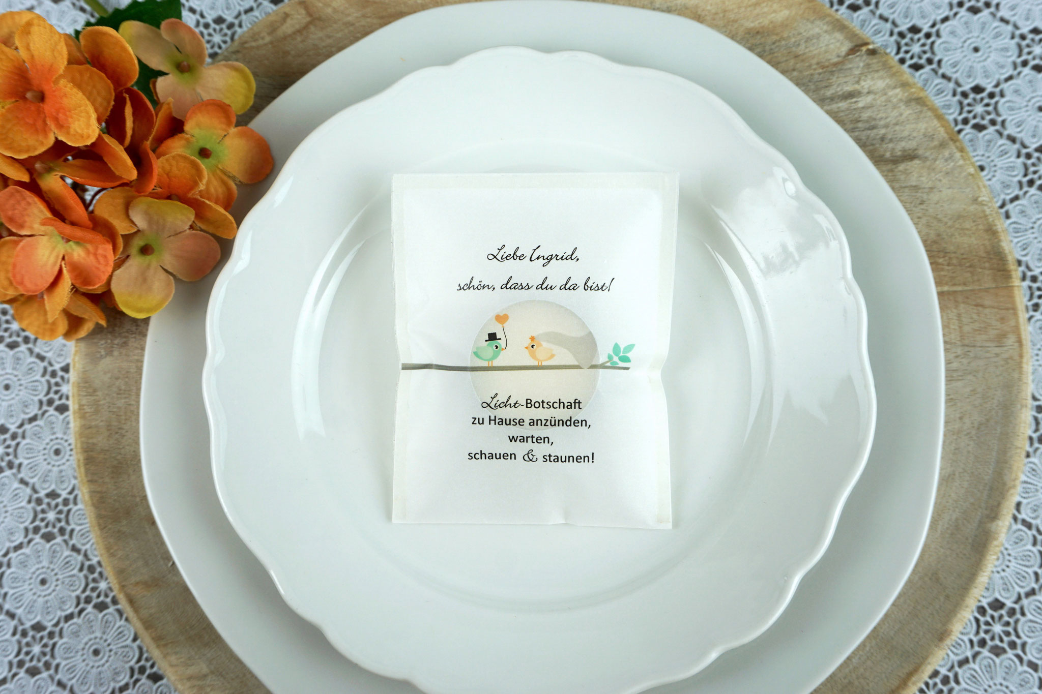 """Licht-Botschaft Design """"Hochzeitsvögel auf Ast"""", Farbe Apricot/Mint, """"Verpackung als Platzkarte"""""""