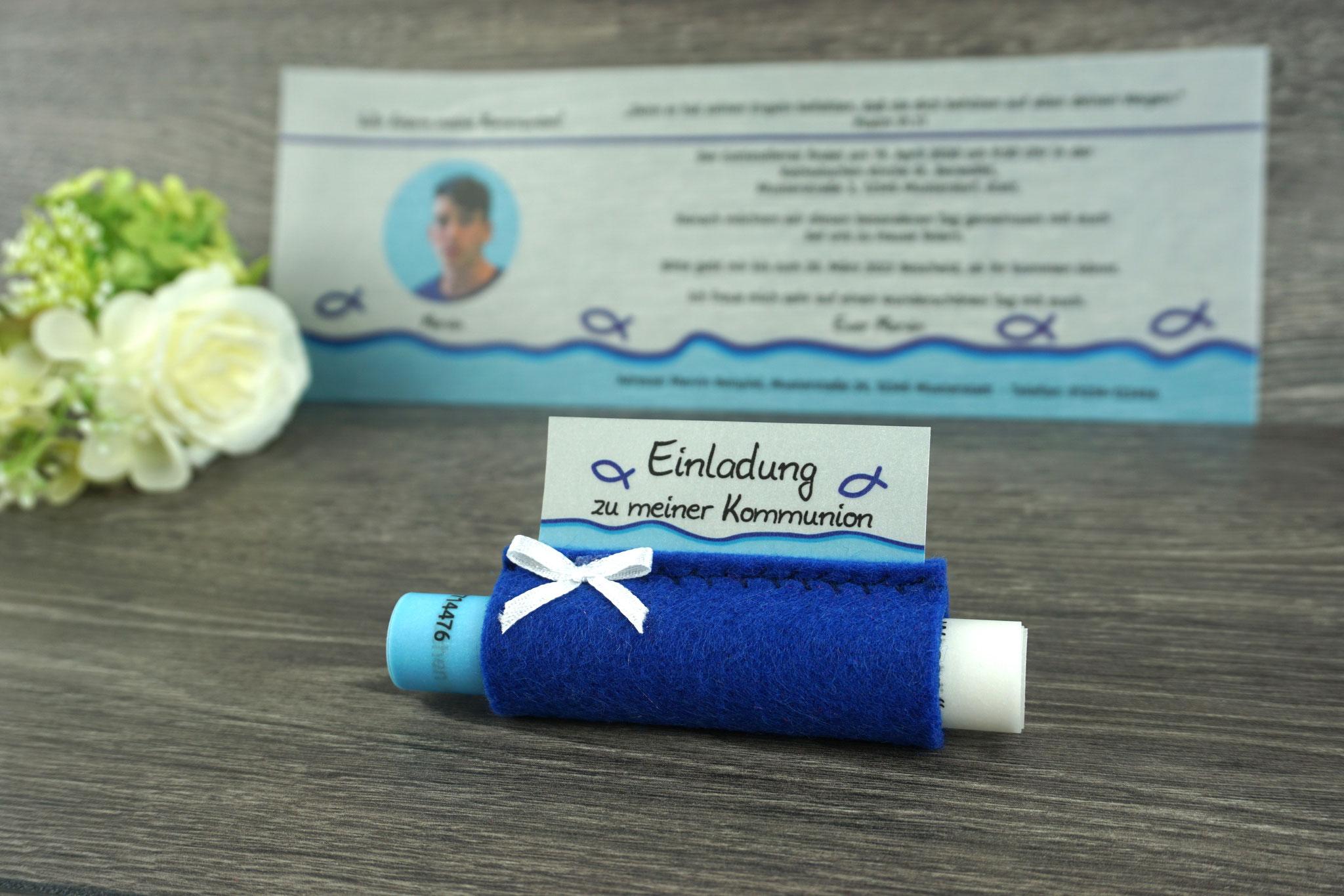 Einladungskarte aus Pergamentpapier Design Fisch Silhouette, Filz royalblau - mit Schleife
