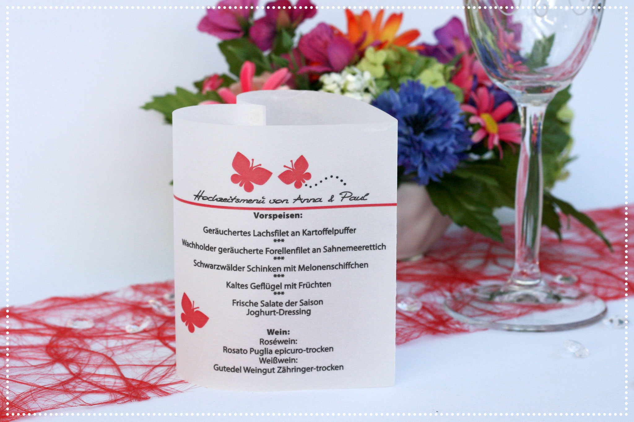 Menükarte Herzform 10,5cm, Design Schmetterlinge Rot