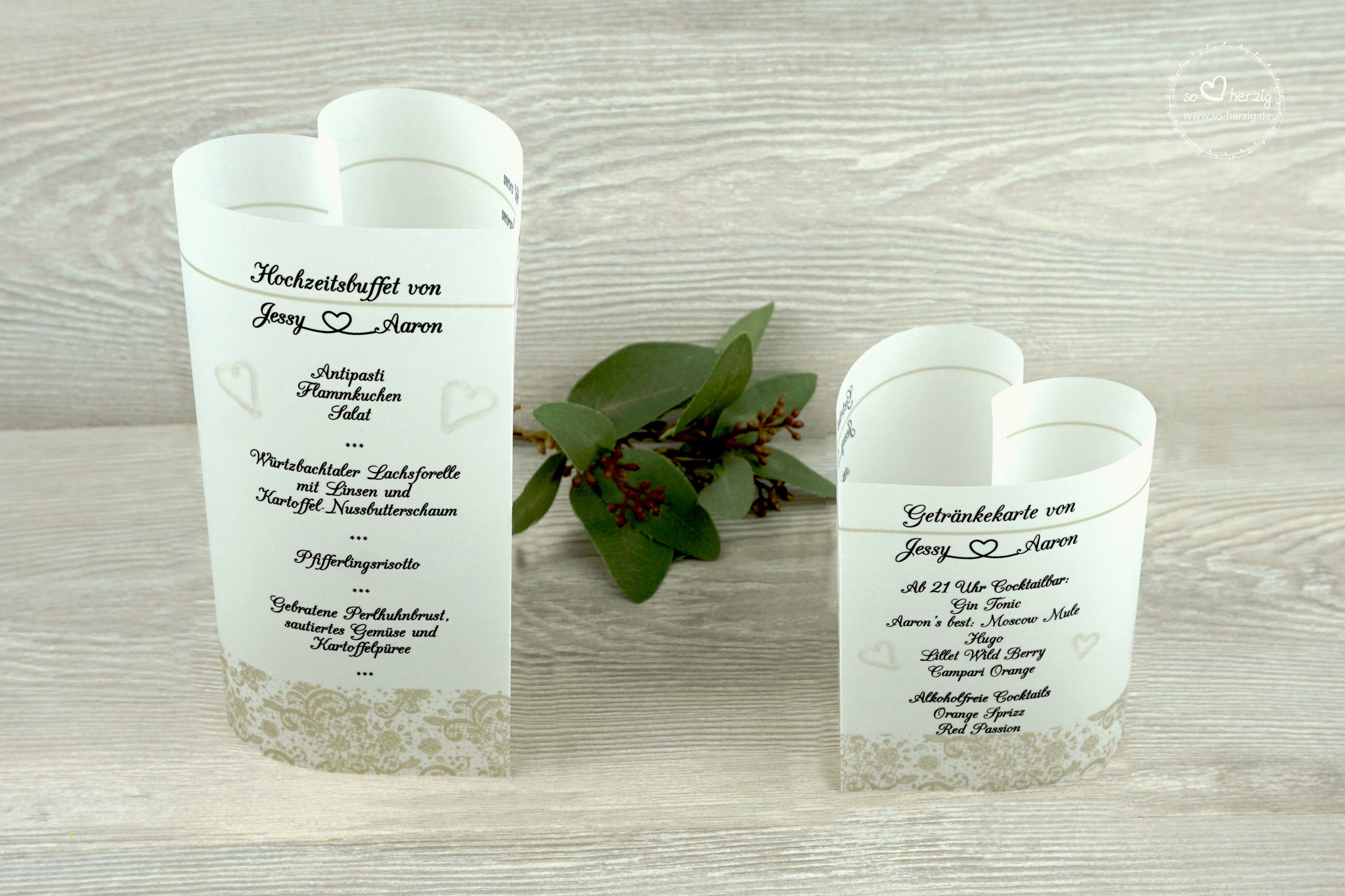 """Menükarten """"Herzform"""" Design Spitzenband, Farbe beige, Schrift CAC Champagne"""