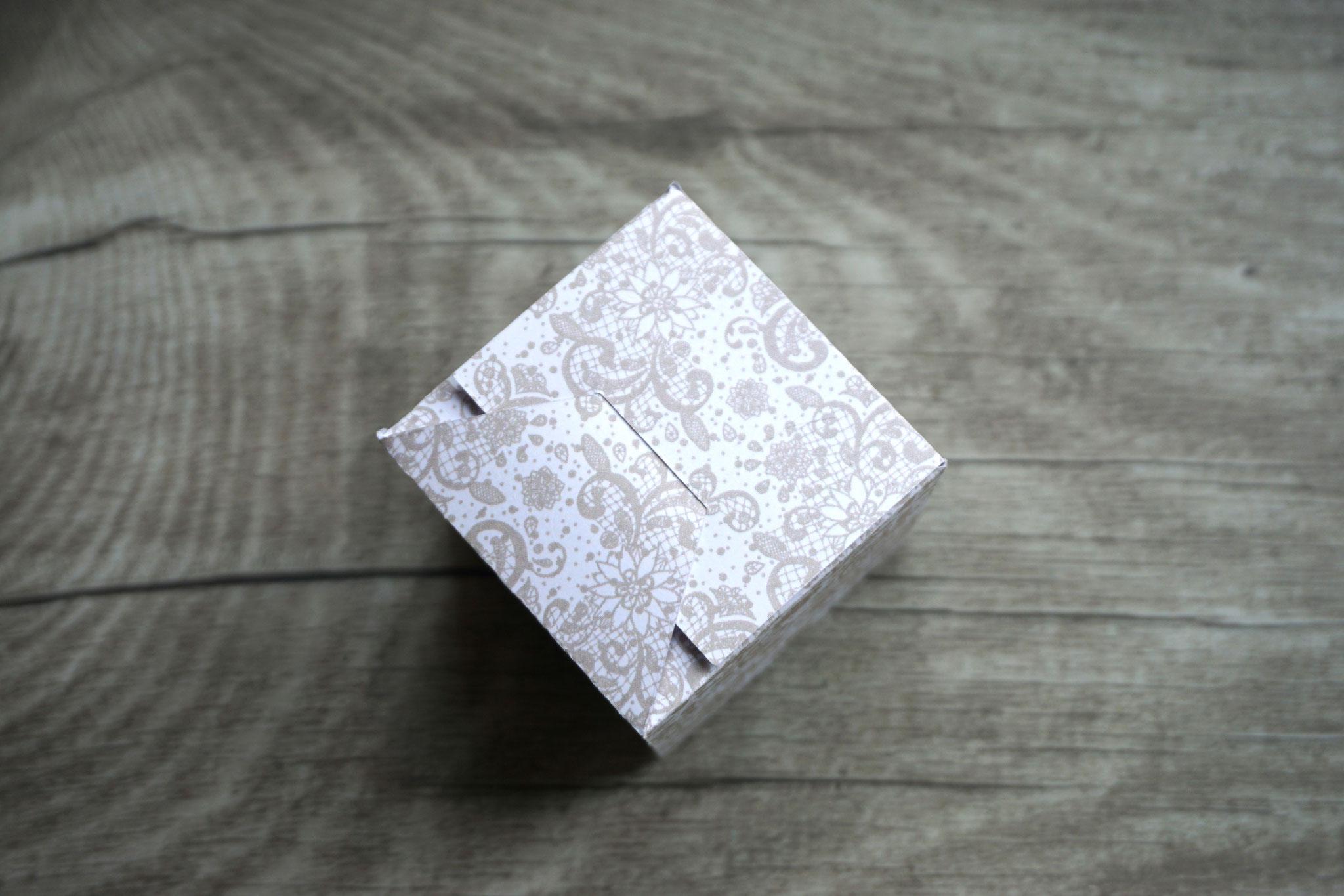 Taschentücher Box Bodenansicht