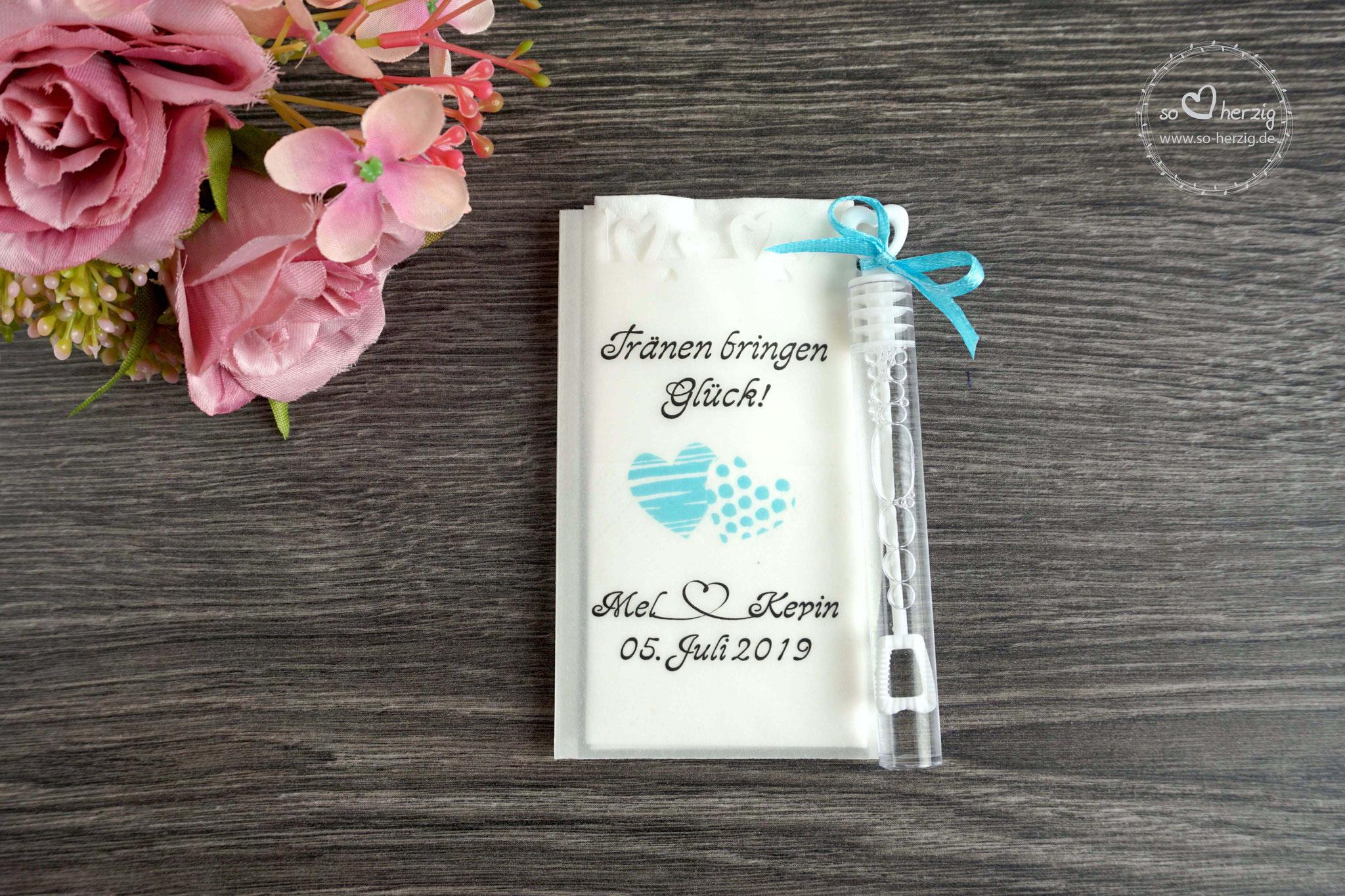 Freudentränen Taschentücher mit Seifenblasen und Herzrand, Design Zwei Herzen, Farbe Hellblau/Babyblau , Satinband