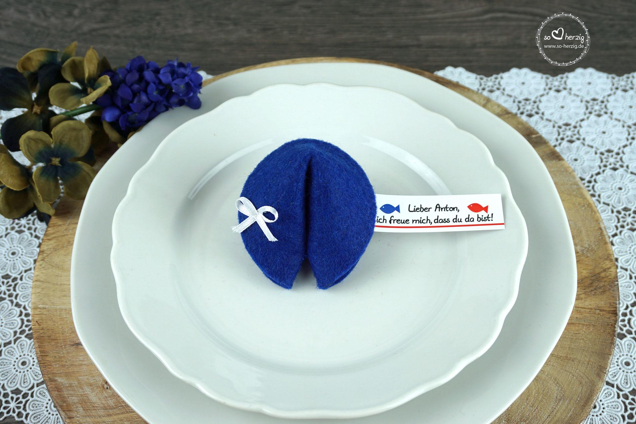 """Filzkeks klein Royalblau, Fähnchen Design """"Fisch"""""""
