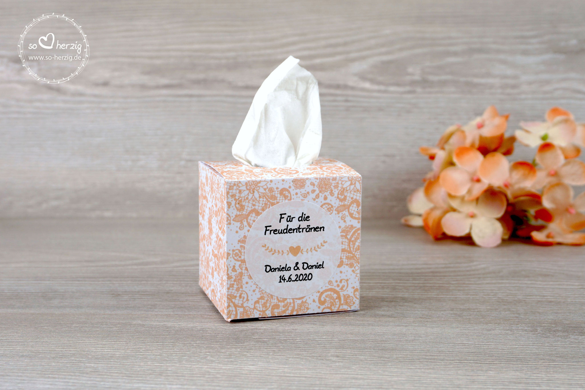 "Freudentränen Box Spitze, fertig gestaltet, Farbe Apricot, Aufkleber ""Herz"""