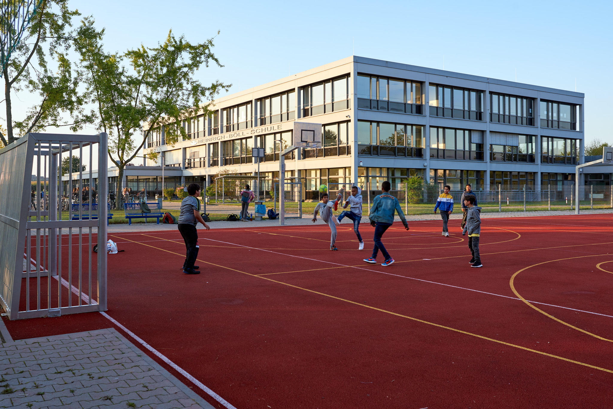 Fußballspielen auf dem Hartplatz