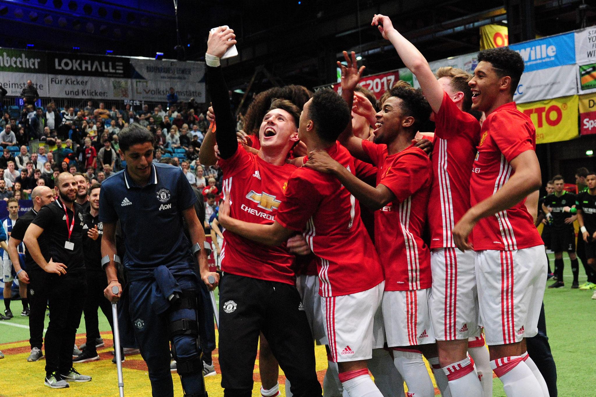 Manchster United gewinnt den Sparkasse & VGH Cup 2017