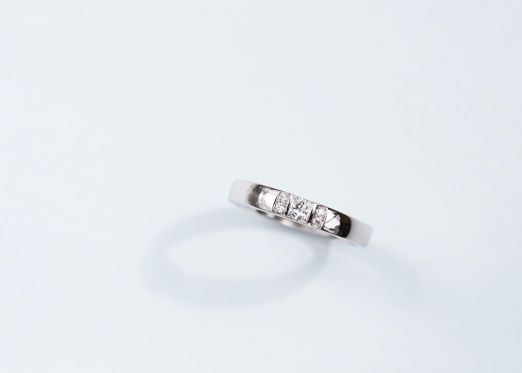 フルオーダーリング  Pt950×クッションカットダイヤモンド 0.221ct×メレダイヤモンド 0.01ct/4P
